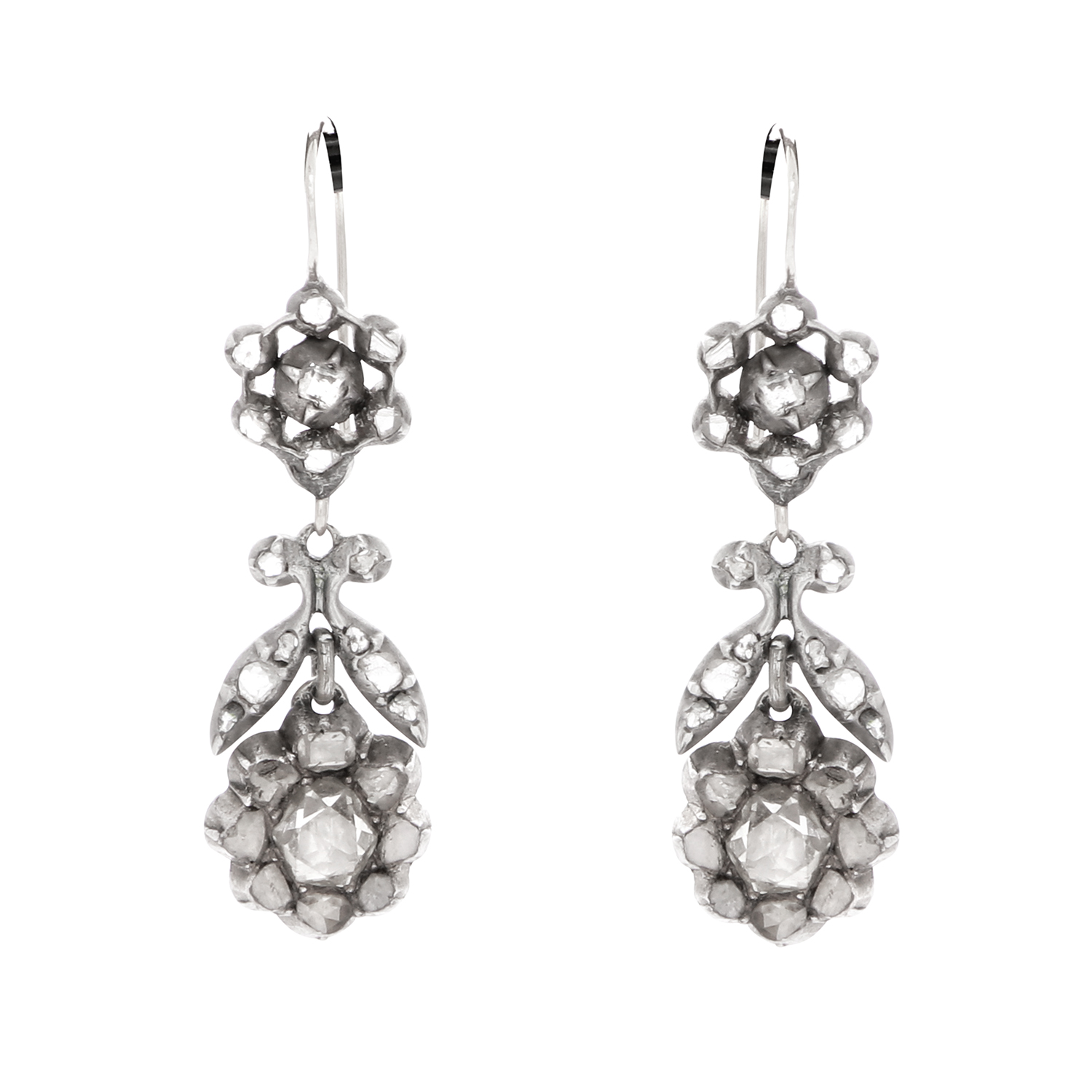 Los 39 - A PAIR OF DIAMOND DROP EARRINGS, EARLY 19TH CENTURY in yellow gold and silver, each drop set with