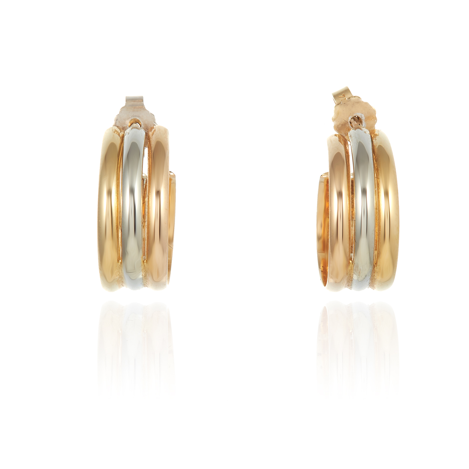 Los 11 - AN VINTAGE TRINITY DE CARTIER RING AND EARRINGS SUITE in 18ct gold, each formed of a trio of