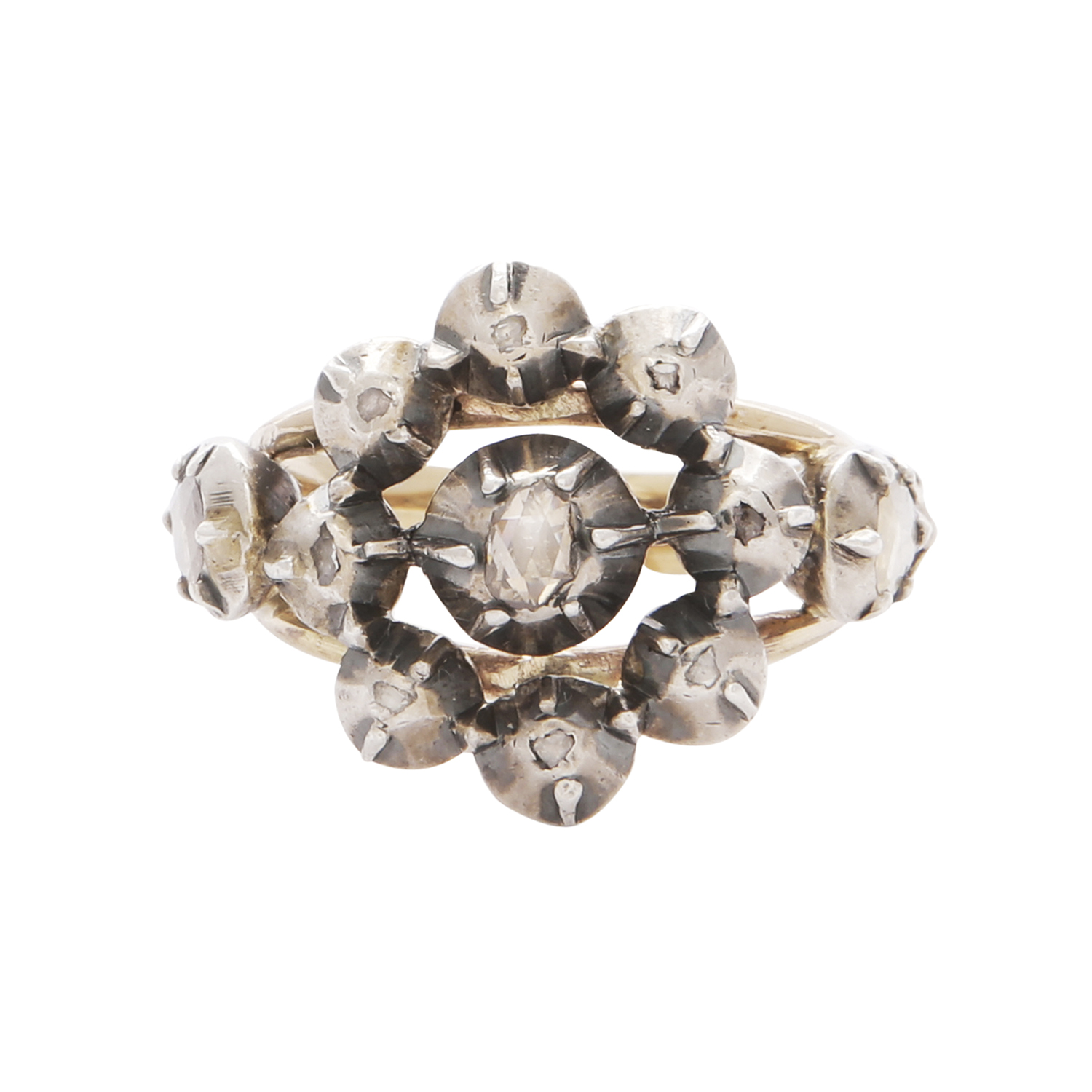Los 41 - A DIAMOND CLUSTER RING, EARLY 19TH CENTURY in yellow gold and silver, set with a central rose cut
