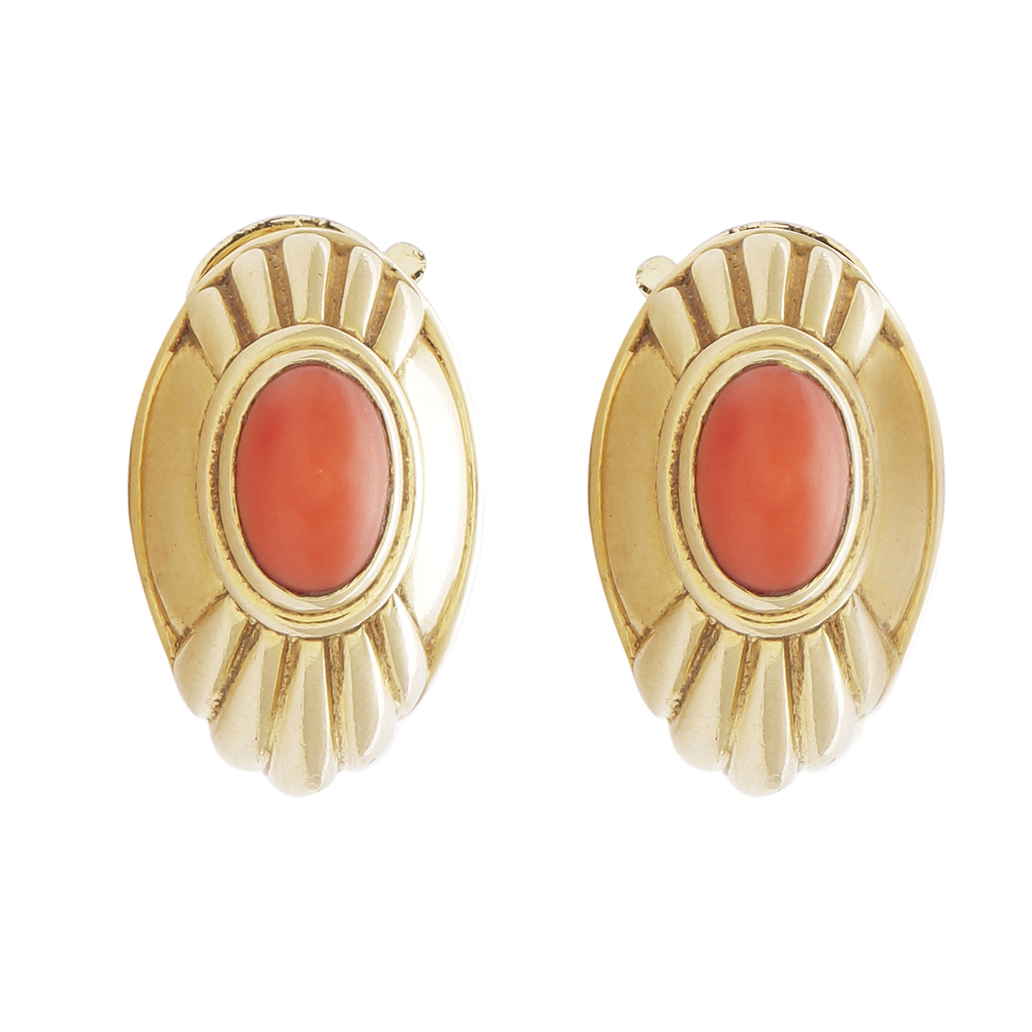 Los 58 - A PAIR OF VINTAGE CORAL CLIP EARRINGS, BOUCHERON in 18ct yellow gold, each set with a domed coral
