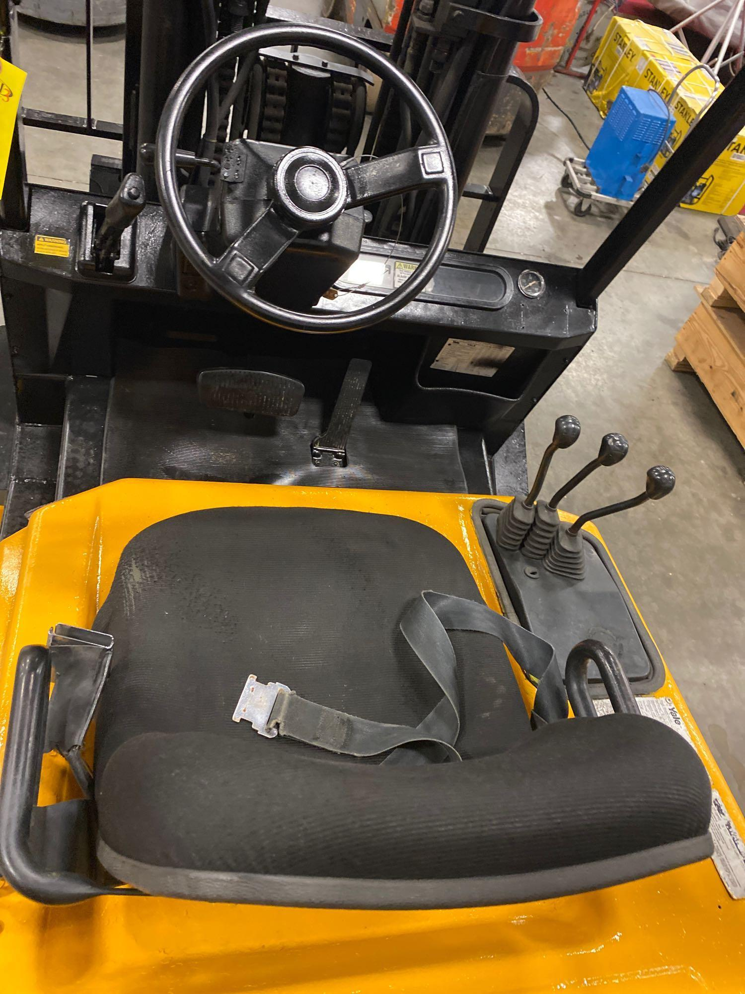 YALE LP FORKLIFT MODEL CLC120, APPROX. 12,000 LB CAPACITY, TILT, SIDE SHIFT, RUNS AND OPERATES - Image 9 of 10