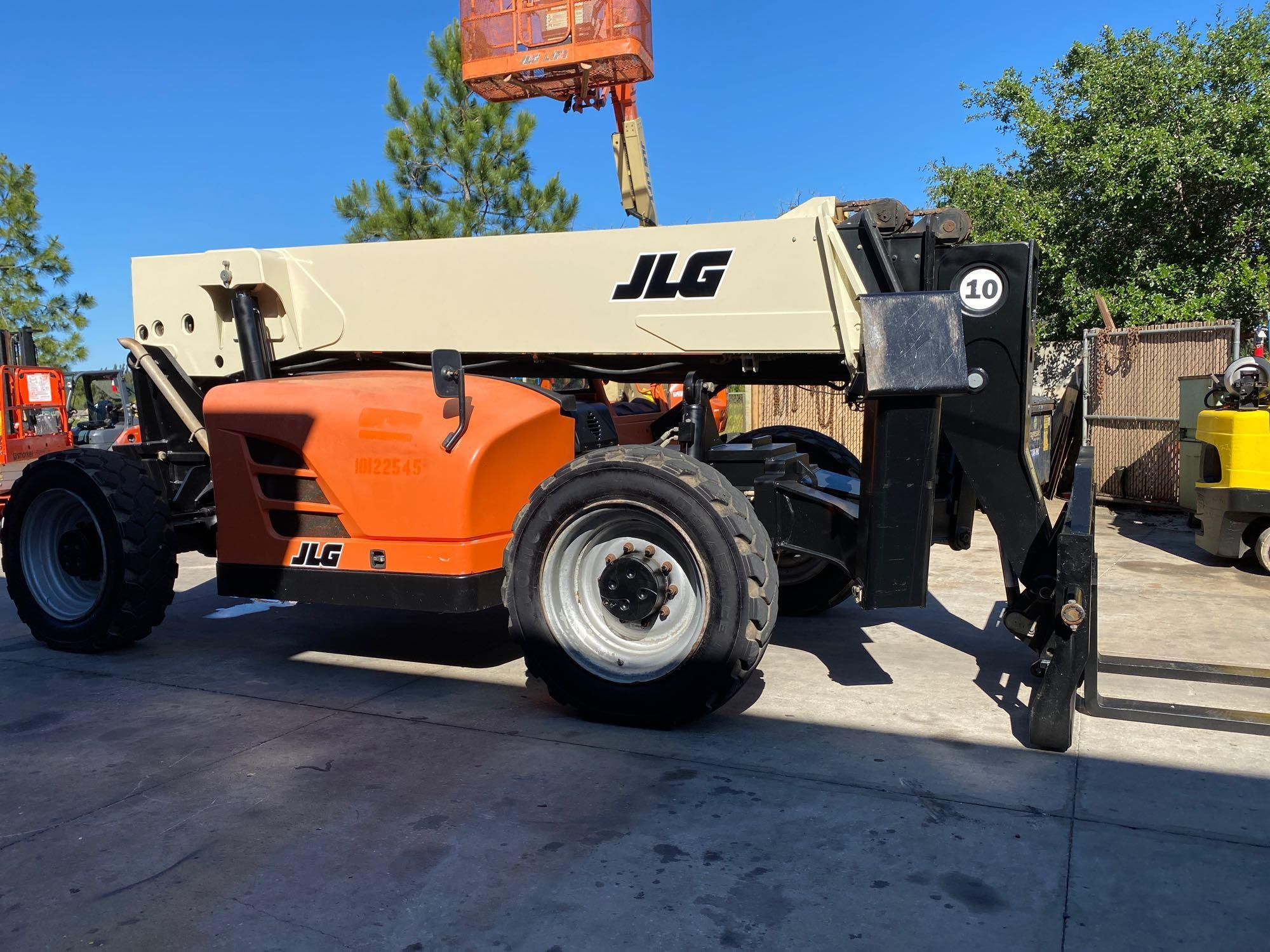 2013 JLG TELESCOPIC FORKLIFT MODEL G10-55A, 10,000 LB CAPACITY, OUTRIGGERS, 5,717.7 HOURS SHOWING, C - Image 14 of 16