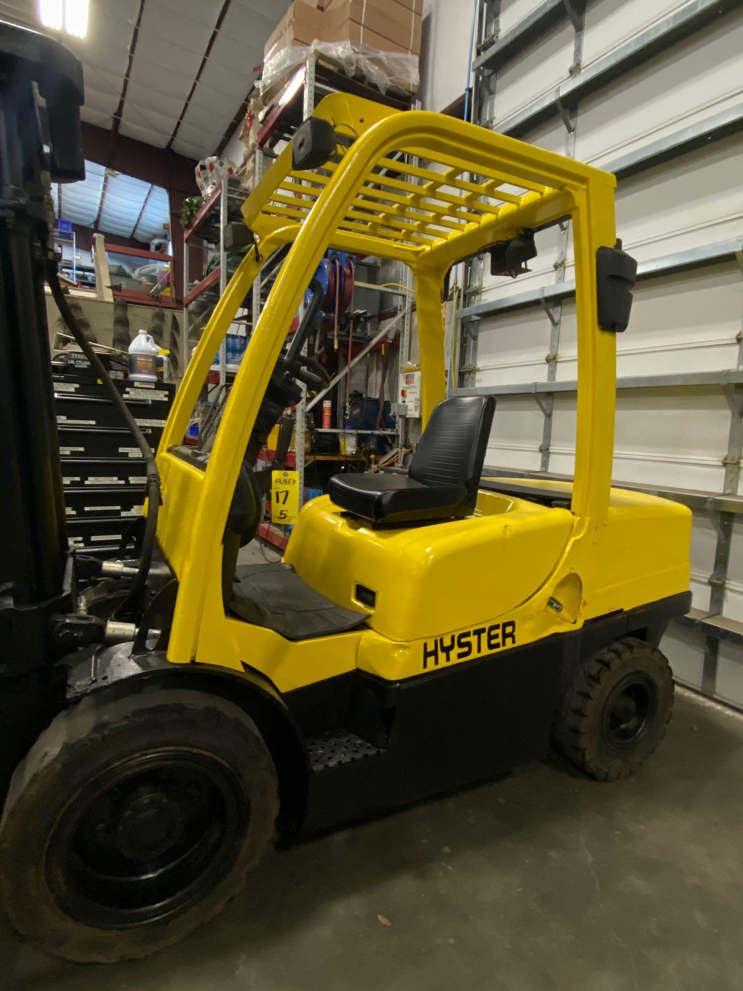 """HYSTER H70FT FORKLIFT, APPROX. 7,000 LB CAPACITY, 181.9"""" HEIGHT CAP, TILT, RUNS AND OPERATES - Image 8 of 10"""