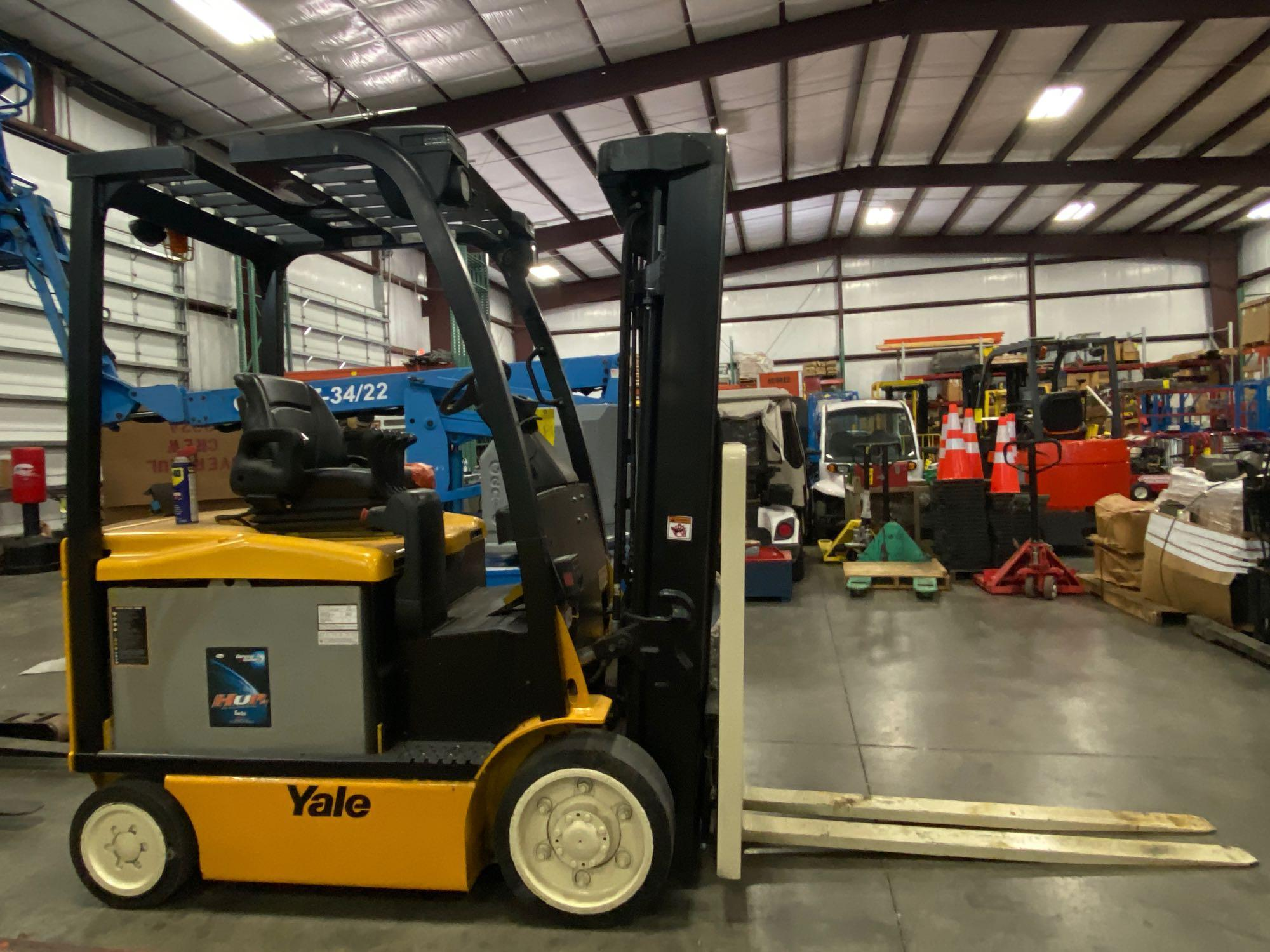 """YALE ELECTRIC FORKLIFT MODEL ERCO50VGN36TE088, 36V, 200.8"""" HEIGHT CAPACITY, APPROX. 5,000 LB CAPACIT - Image 5 of 9"""