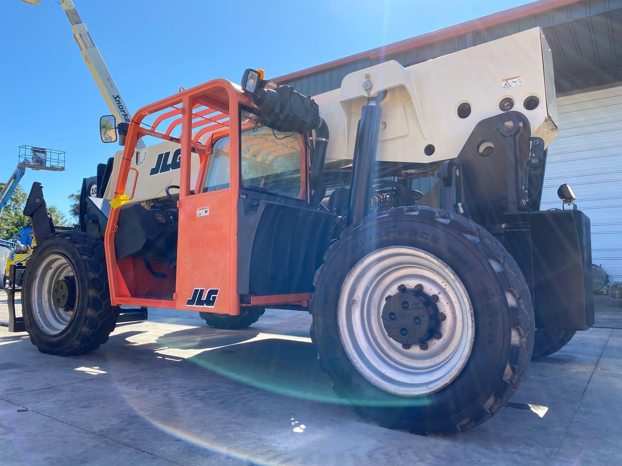 2013 JLG TELESCOPIC FORKLIFT MODEL G10-55A, 10,000 LB CAPACITY, OUTRIGGERS, 5,717.7 HOURS SHOWING, C - Image 11 of 16