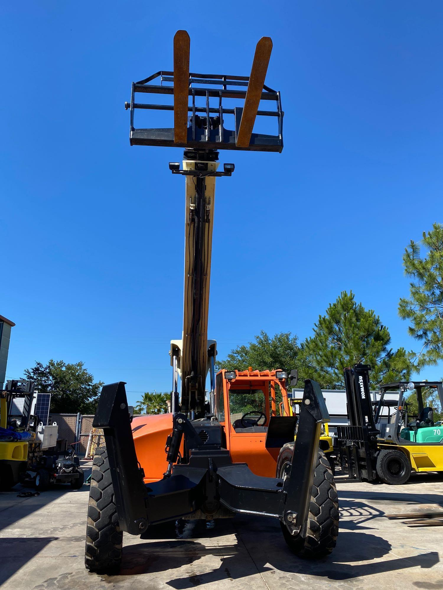 2013 JLG TELESCOPIC FORKLIFT MODEL G10-55A, 10,000 LB CAPACITY, OUTRIGGERS, 5,717.7 HOURS SHOWING, C - Image 2 of 16