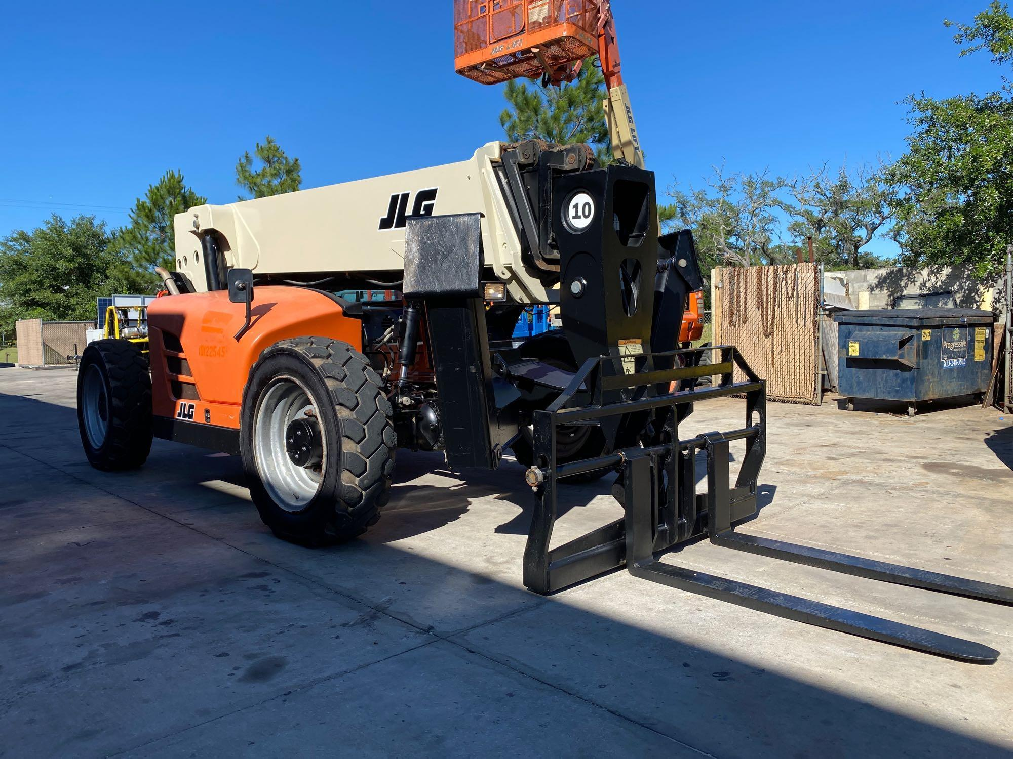 2013 JLG TELESCOPIC FORKLIFT MODEL G10-55A, 10,000 LB CAPACITY, OUTRIGGERS, 5,717.7 HOURS SHOWING, C - Image 15 of 16