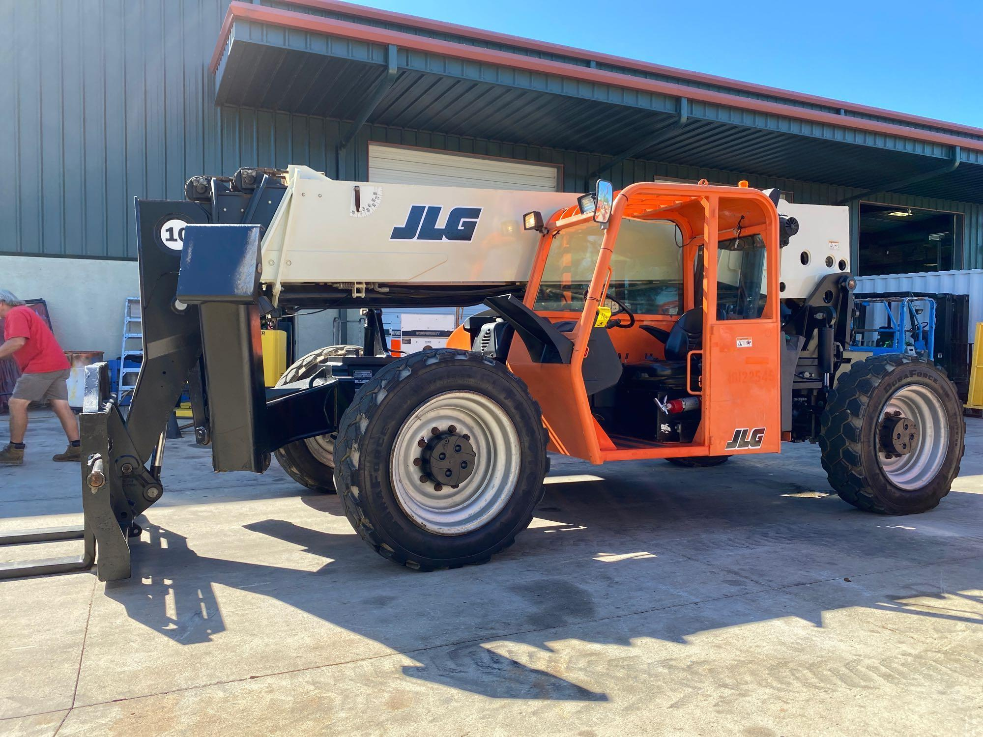 2013 JLG TELESCOPIC FORKLIFT MODEL G10-55A, 10,000 LB CAPACITY, OUTRIGGERS, 5,717.7 HOURS SHOWING, C - Image 9 of 16