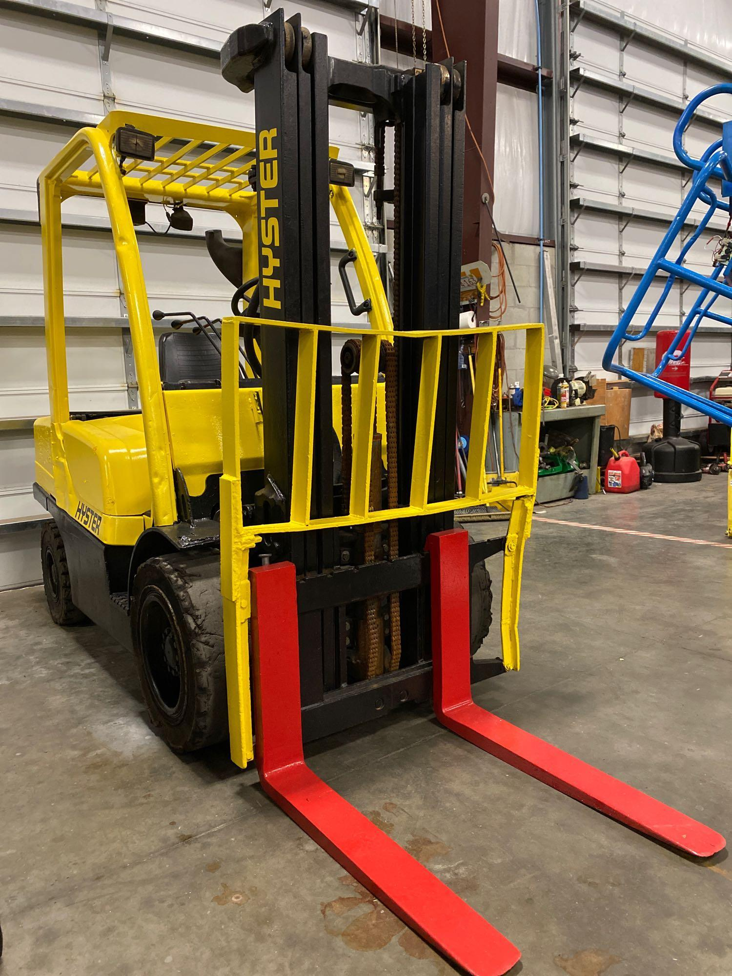 """HYSTER H70FT FORKLIFT, APPROX. 7,000 LB CAPACITY, 181.9"""" HEIGHT CAP, TILT, RUNS AND OPERATES - Image 5 of 10"""
