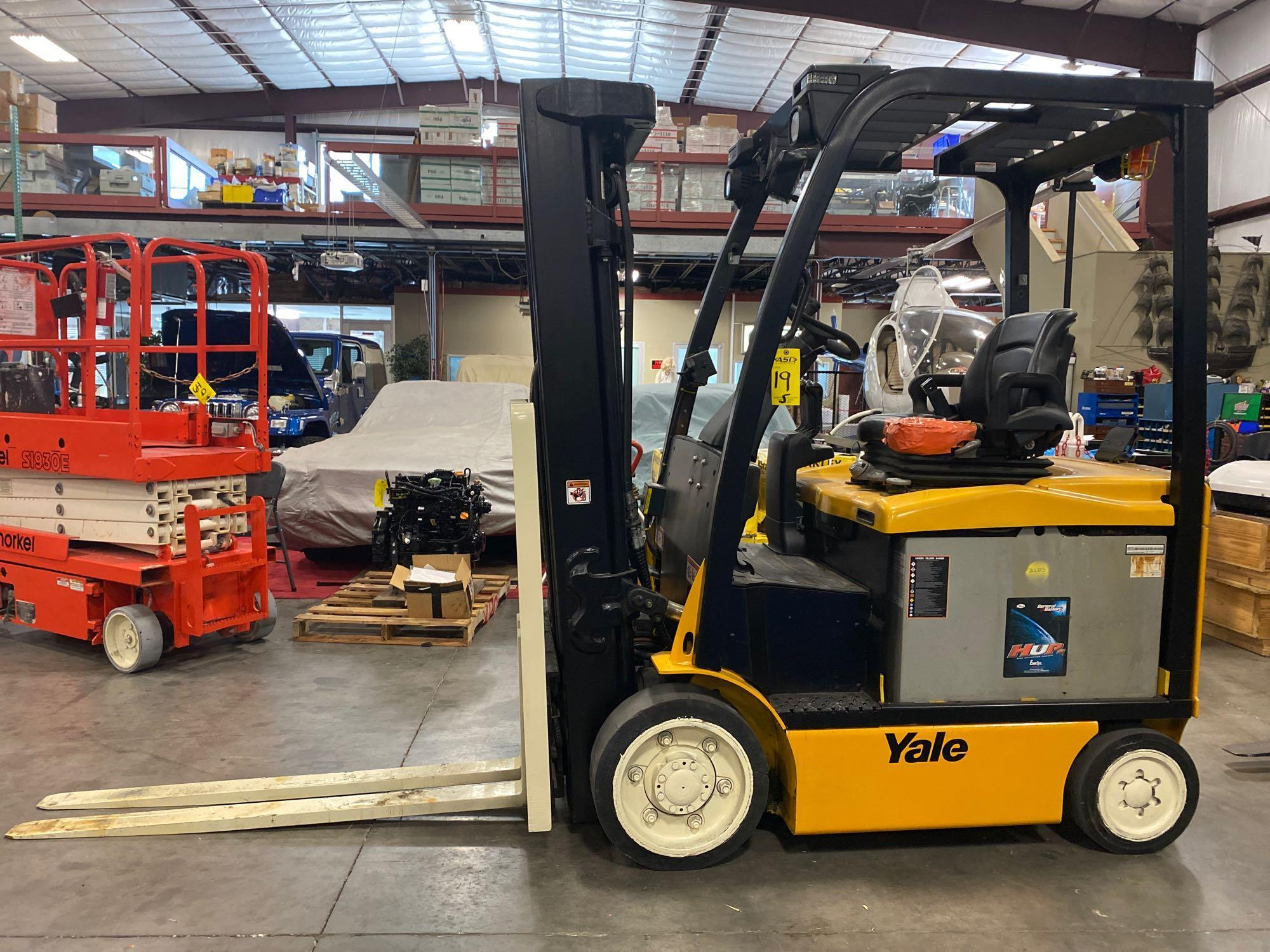 """YALE ELECTRIC FORKLIFT MODEL ERCO50VGN36TE088, 36V, 200.8"""" HEIGHT CAPACITY, APPROX. 5,000 LB CAPACIT - Image 2 of 9"""