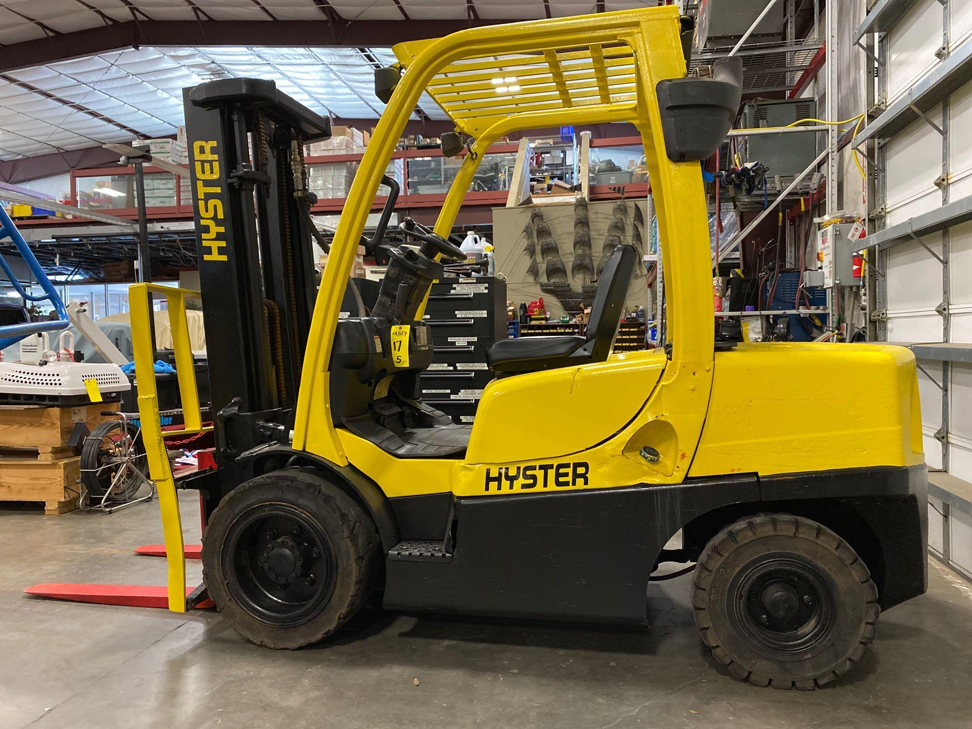 """HYSTER H70FT FORKLIFT, APPROX. 7,000 LB CAPACITY, 181.9"""" HEIGHT CAP, TILT, RUNS AND OPERATES"""