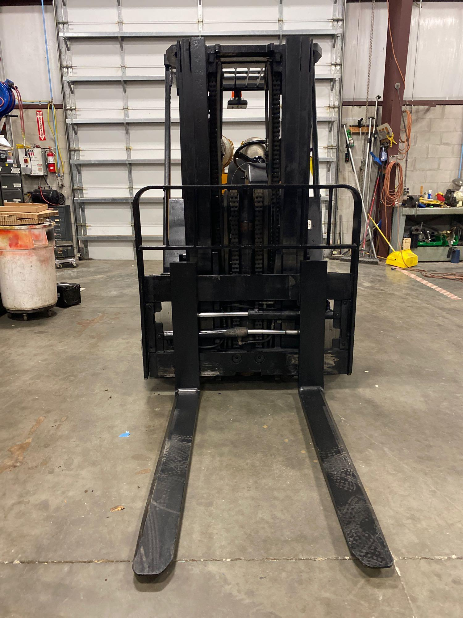 YALE LP FORKLIFT MODEL CLC120, APPROX. 12,000 LB CAPACITY, TILT, SIDE SHIFT, RUNS AND OPERATES - Image 3 of 10