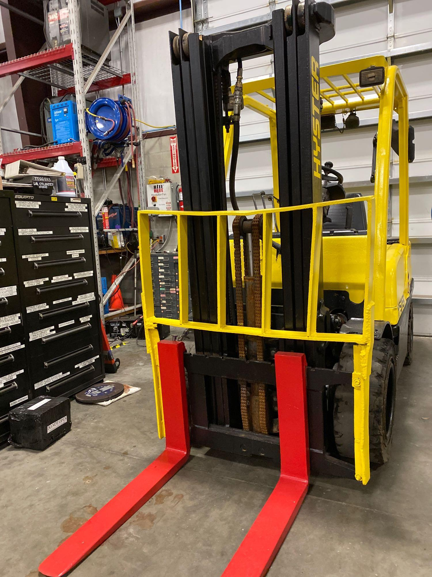 """HYSTER H70FT FORKLIFT, APPROX. 7,000 LB CAPACITY, 181.9"""" HEIGHT CAP, TILT, RUNS AND OPERATES - Image 7 of 10"""