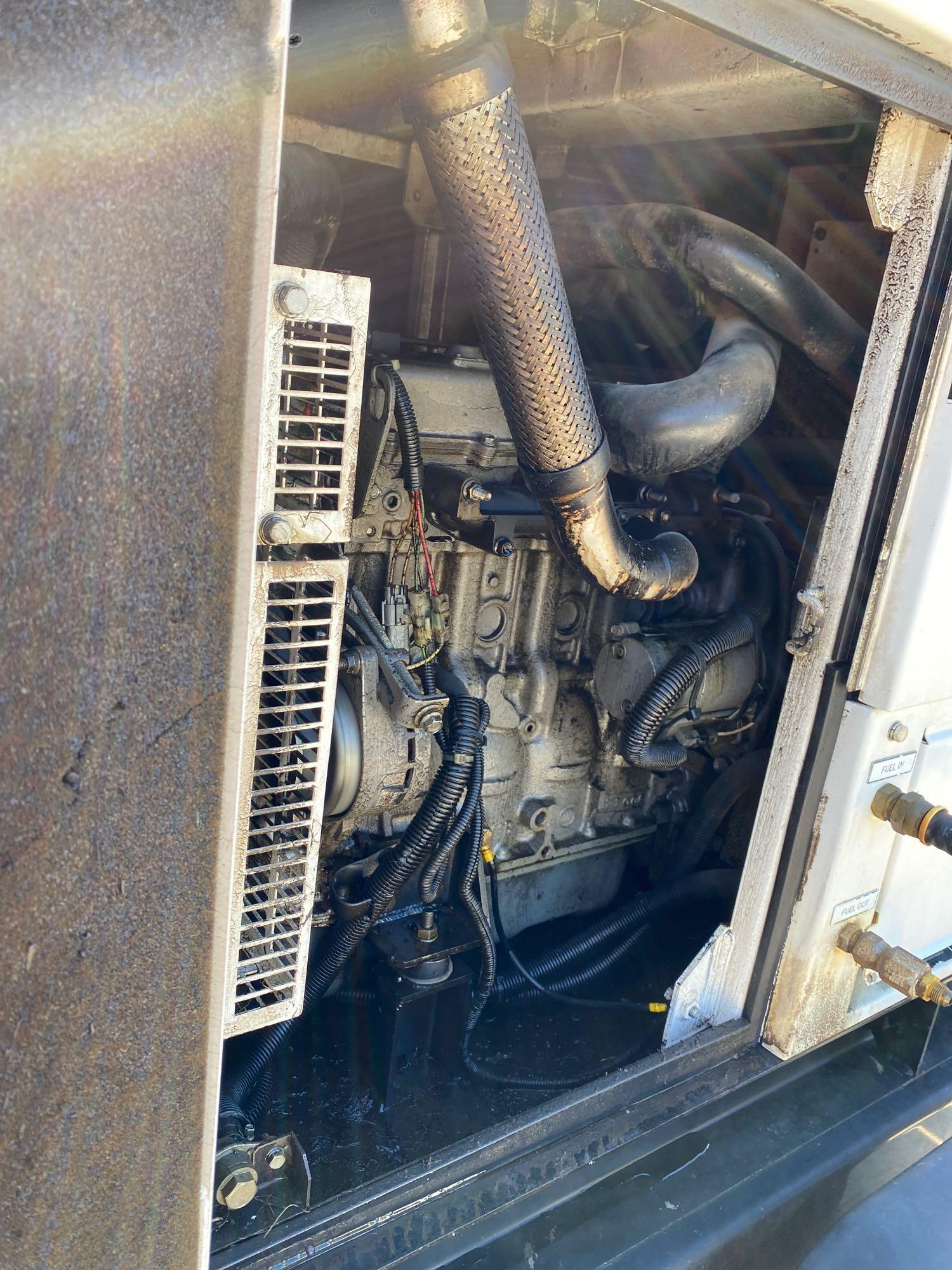 2011/2012 WHISPERWATT MQ POWER DIESEL GENERATOR, TRAILER MOUNTED, 20KW, 25KVA, RUNS AND OPERATES - Image 16 of 20