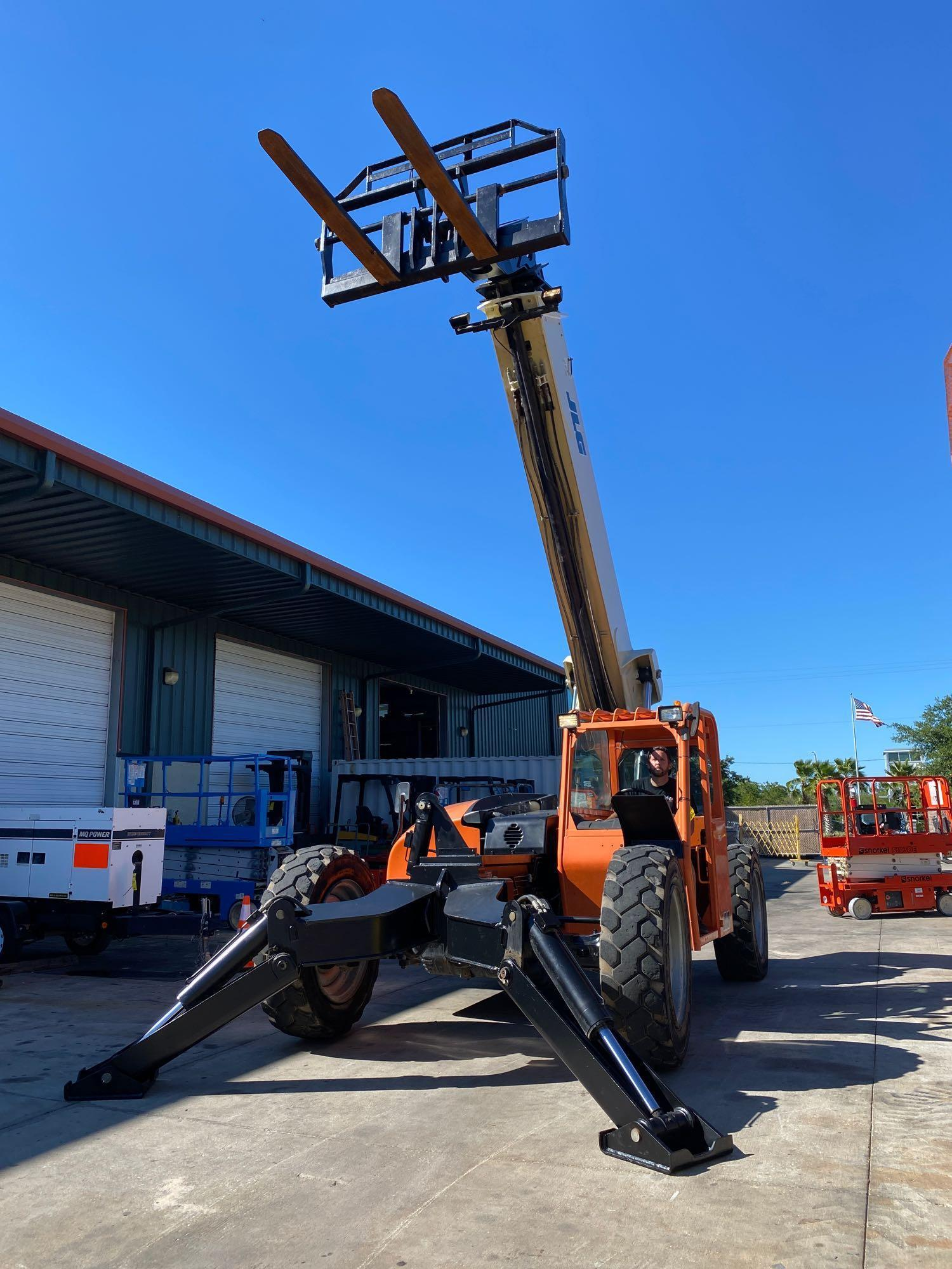2013 JLG TELESCOPIC FORKLIFT MODEL G10-55A, 10,000 LB CAPACITY, OUTRIGGERS, 5,717.7 HOURS SHOWING, C - Image 6 of 16