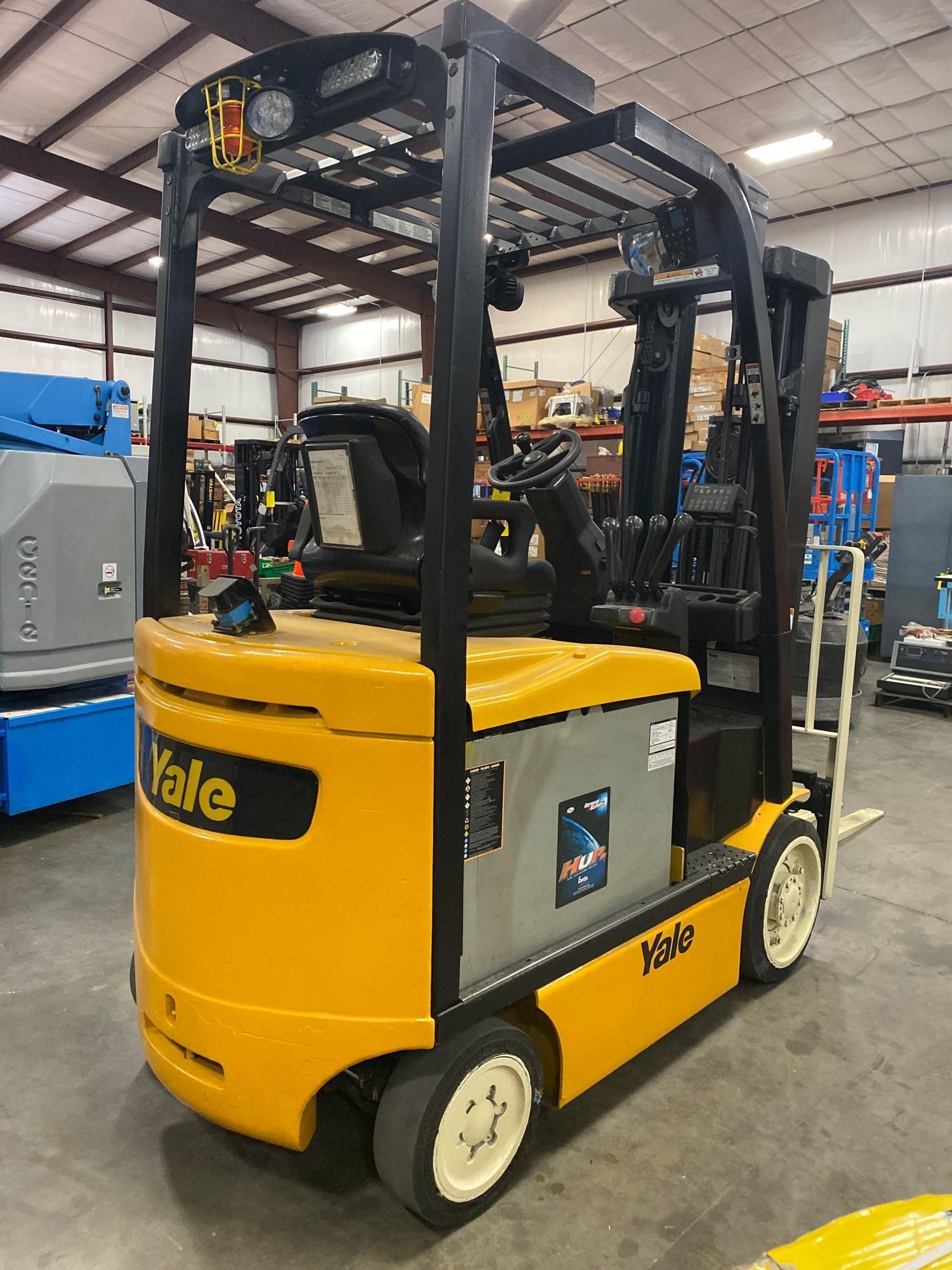 """YALE ELECTRIC FORKLIFT MODEL ERCO50VGN36TE088, 36V, 200.8"""" HEIGHT CAPACITY, APPROX. 5,000 LB CAPACIT - Image 4 of 9"""