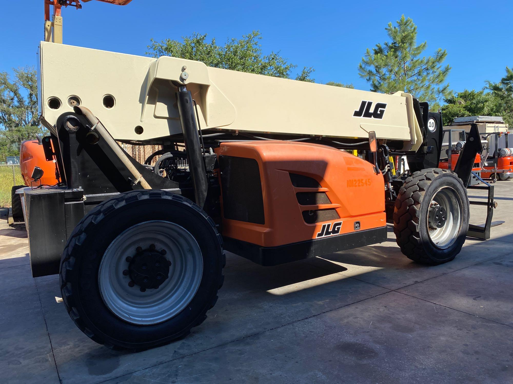 2013 JLG TELESCOPIC FORKLIFT MODEL G10-55A, 10,000 LB CAPACITY, OUTRIGGERS, 5,717.7 HOURS SHOWING, C - Image 13 of 16