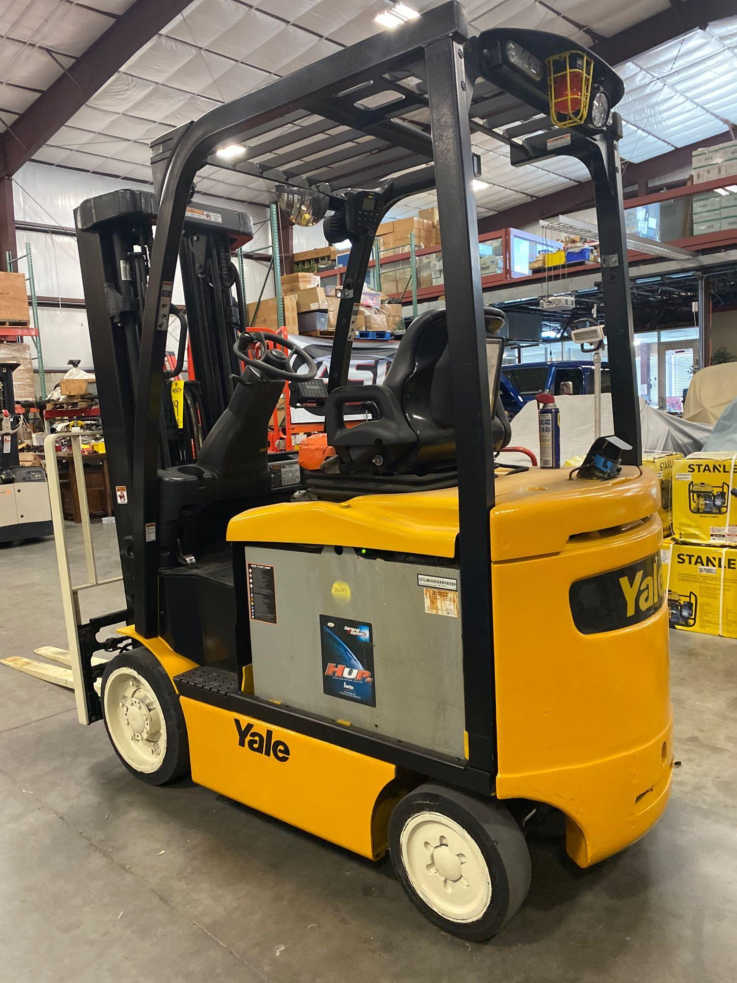 """YALE ELECTRIC FORKLIFT MODEL ERCO50VGN36TE088, 36V, 200.8"""" HEIGHT CAPACITY, APPROX. 5,000 LB CAPACIT - Image 3 of 9"""