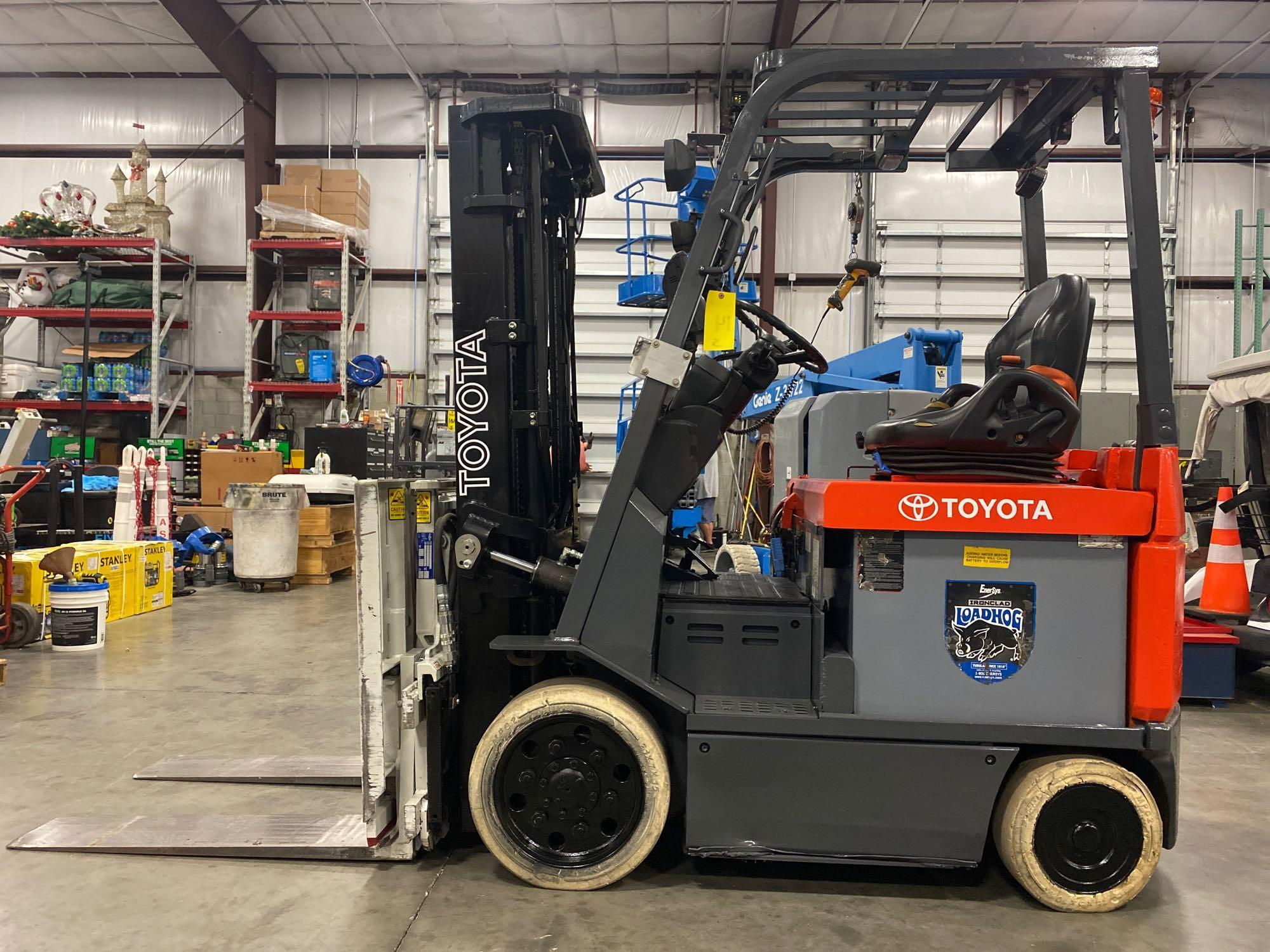 """TOYOTA ELECTRIC FORKLIFT MODEL 7FBCU25, 189"""" HEIGHT CAPACITY, TILT, SIDESHIFT, 36V, RUNS AND OPERATE - Image 5 of 11"""