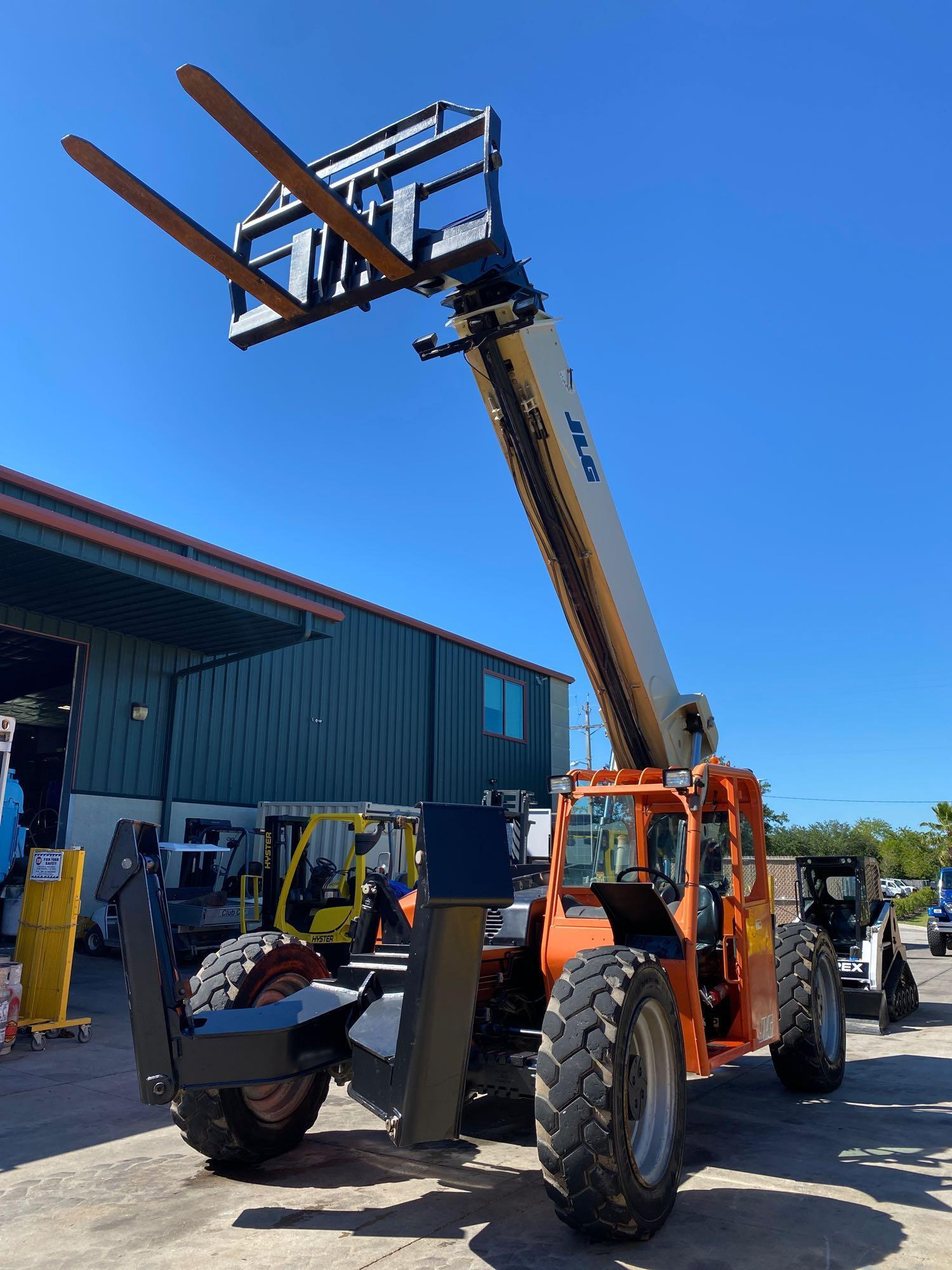 2013 JLG TELESCOPIC FORKLIFT MODEL G10-55A, 10,000 LB CAPACITY, OUTRIGGERS, 5,717.7 HOURS SHOWING, C - Image 3 of 16