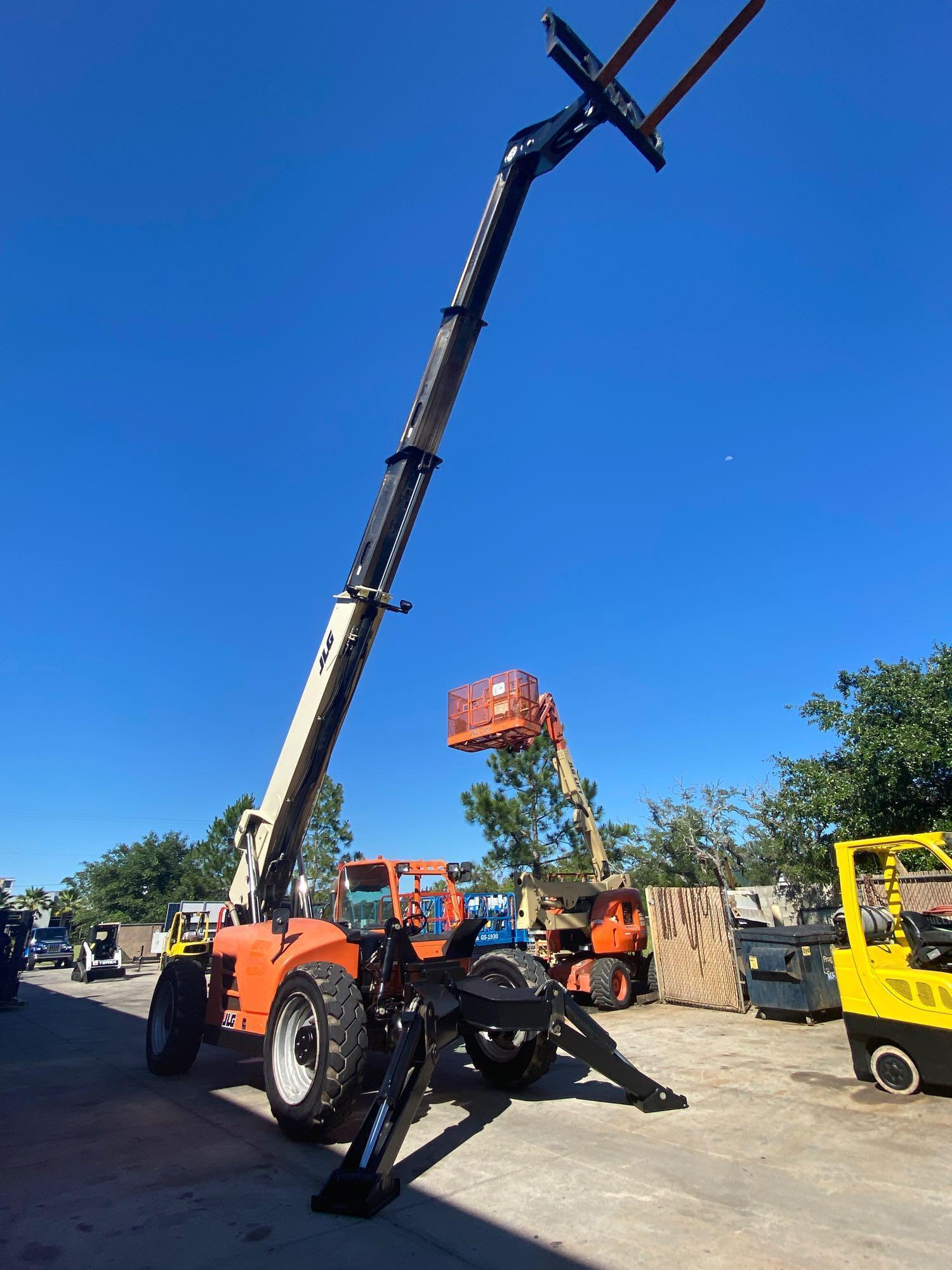 2013 JLG TELESCOPIC FORKLIFT MODEL G10-55A, 10,000 LB CAPACITY, OUTRIGGERS, 5,717.7 HOURS SHOWING, C - Image 4 of 16