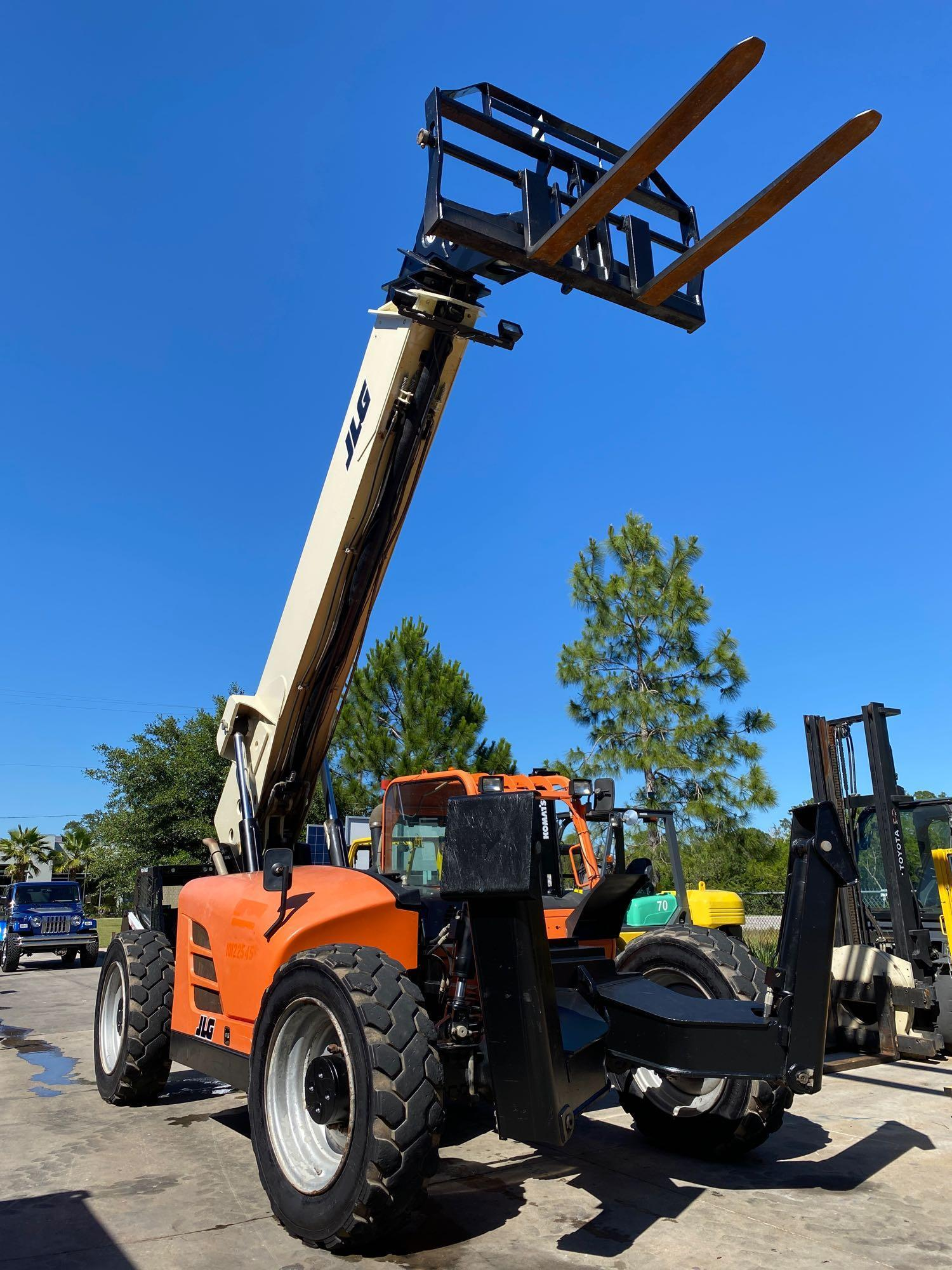 2013 JLG TELESCOPIC FORKLIFT MODEL G10-55A, 10,000 LB CAPACITY, OUTRIGGERS, 5,717.7 HOURS SHOWING, C