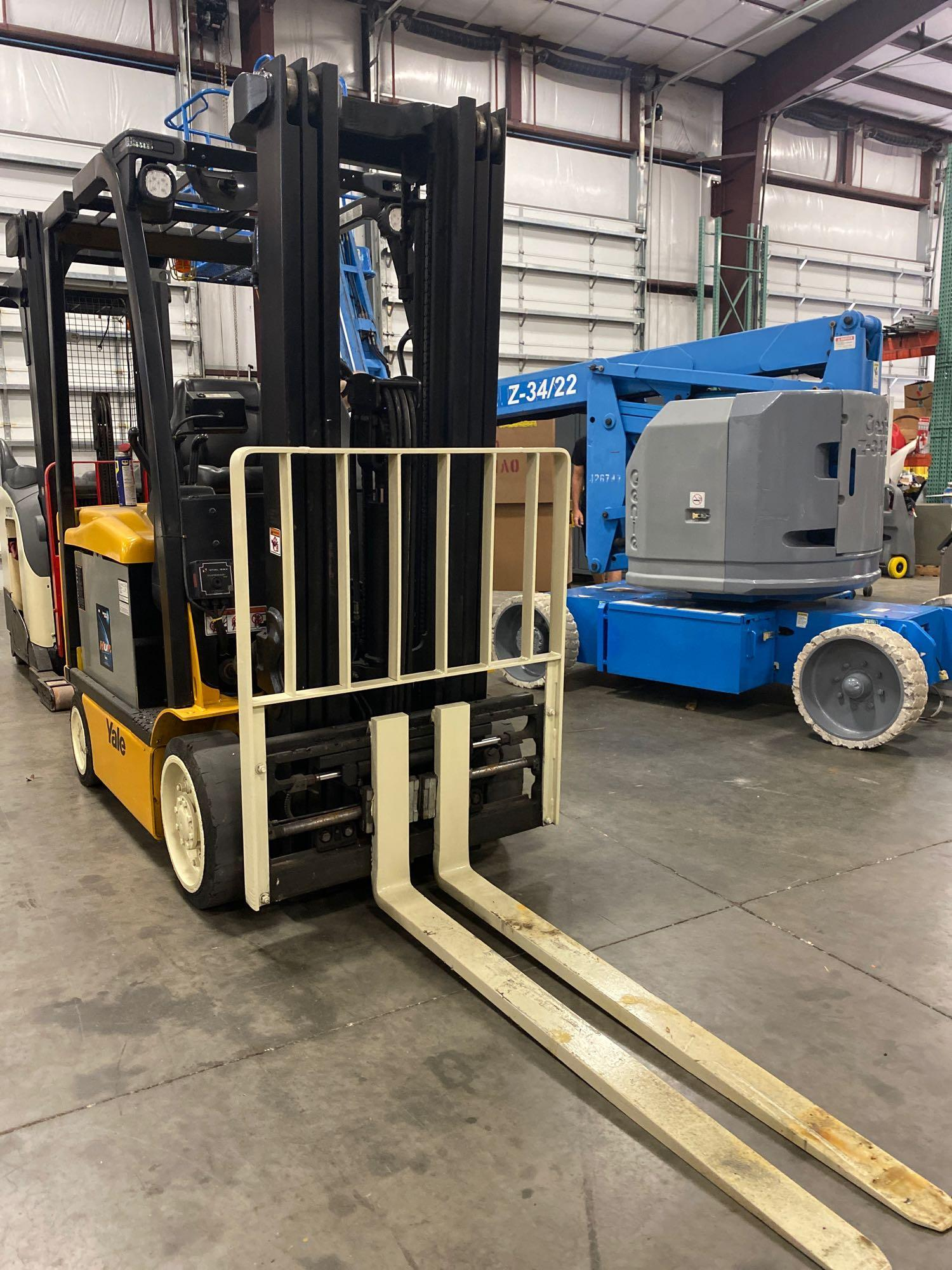 """YALE ELECTRIC FORKLIFT MODEL ERCO50VGN36TE088, 36V, 200.8"""" HEIGHT CAPACITY, APPROX. 5,000 LB CAPACIT - Image 6 of 9"""