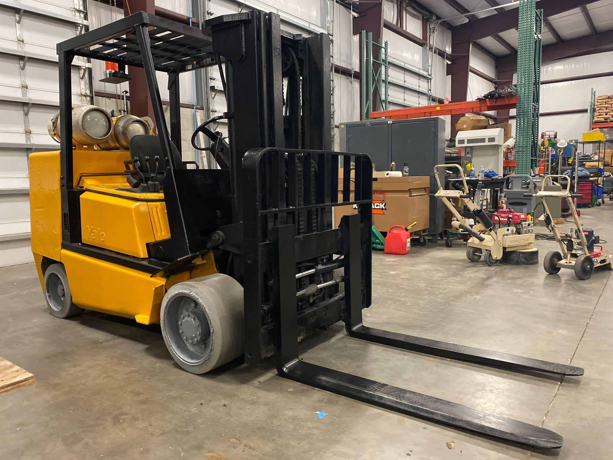 YALE LP FORKLIFT MODEL CLC120, APPROX. 12,000 LB CAPACITY, TILT, SIDE SHIFT, RUNS AND OPERATES - Image 4 of 10