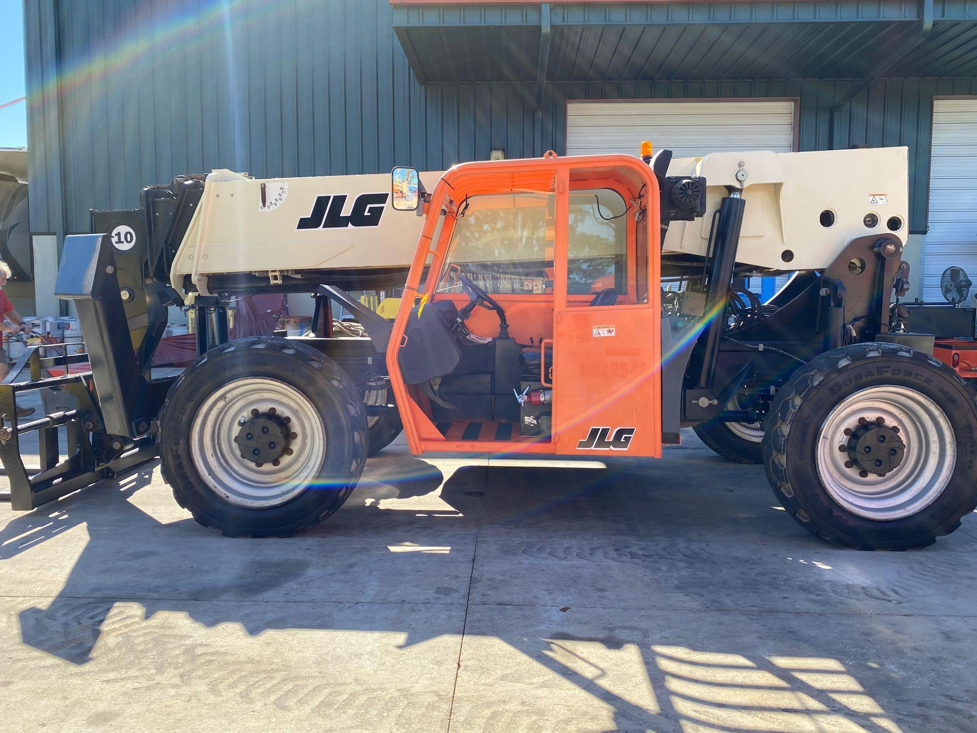 2013 JLG TELESCOPIC FORKLIFT MODEL G10-55A, 10,000 LB CAPACITY, OUTRIGGERS, 5,717.7 HOURS SHOWING, C - Image 10 of 16