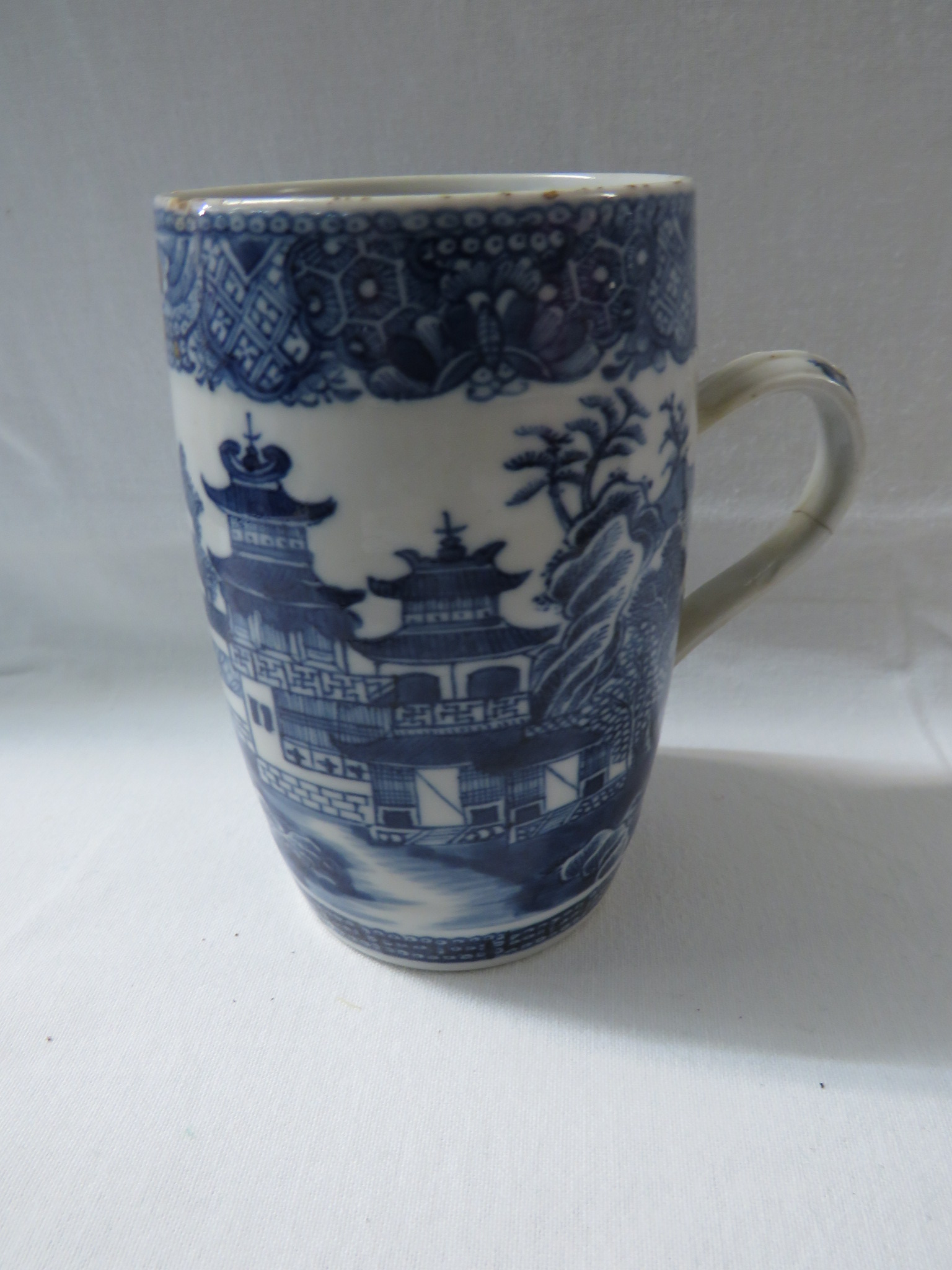 Lot 40 - A porcelain barrel shape tankard decorated in underglaze blue with Chinese landscape (height