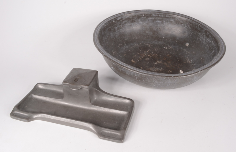 Lot 18 - A circular pewter bowl, height 8cm, diameter 30cm and a pewter inkstand with ceramic liner,