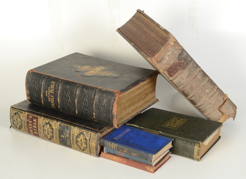 Lot 46 - 'The Holy Scriptures of the Old Teftment: with annotations and parallel scriptures',