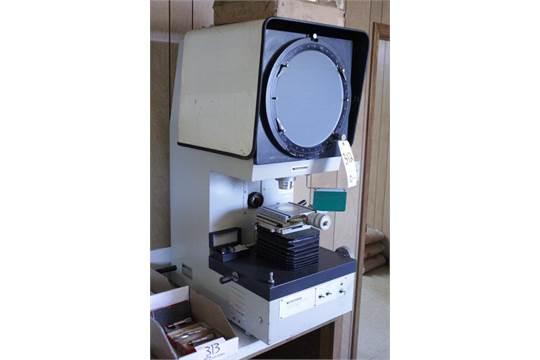 Mitutoyo Type PJ-300 Profile Projector