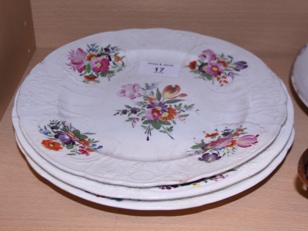 Lot 17 - A New Hall porcelain bowl, a similar jug, three 19th century English porcelain plates with floral