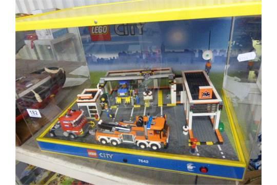 Lego City Garage : Lego city shop display case lego garage with light up