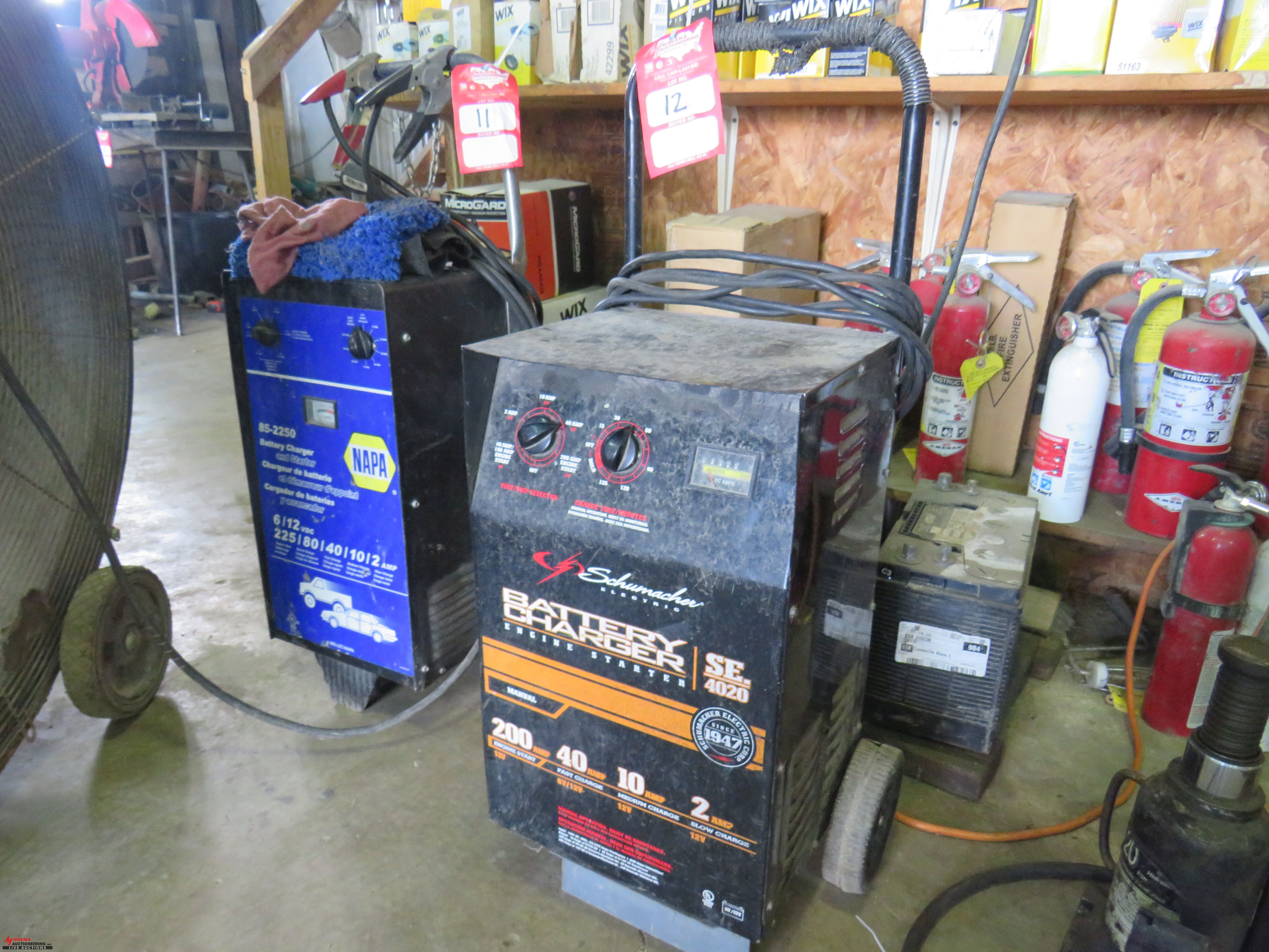 Lot 12 - SCHUMACHER SE4020 BATTERY CHARGER