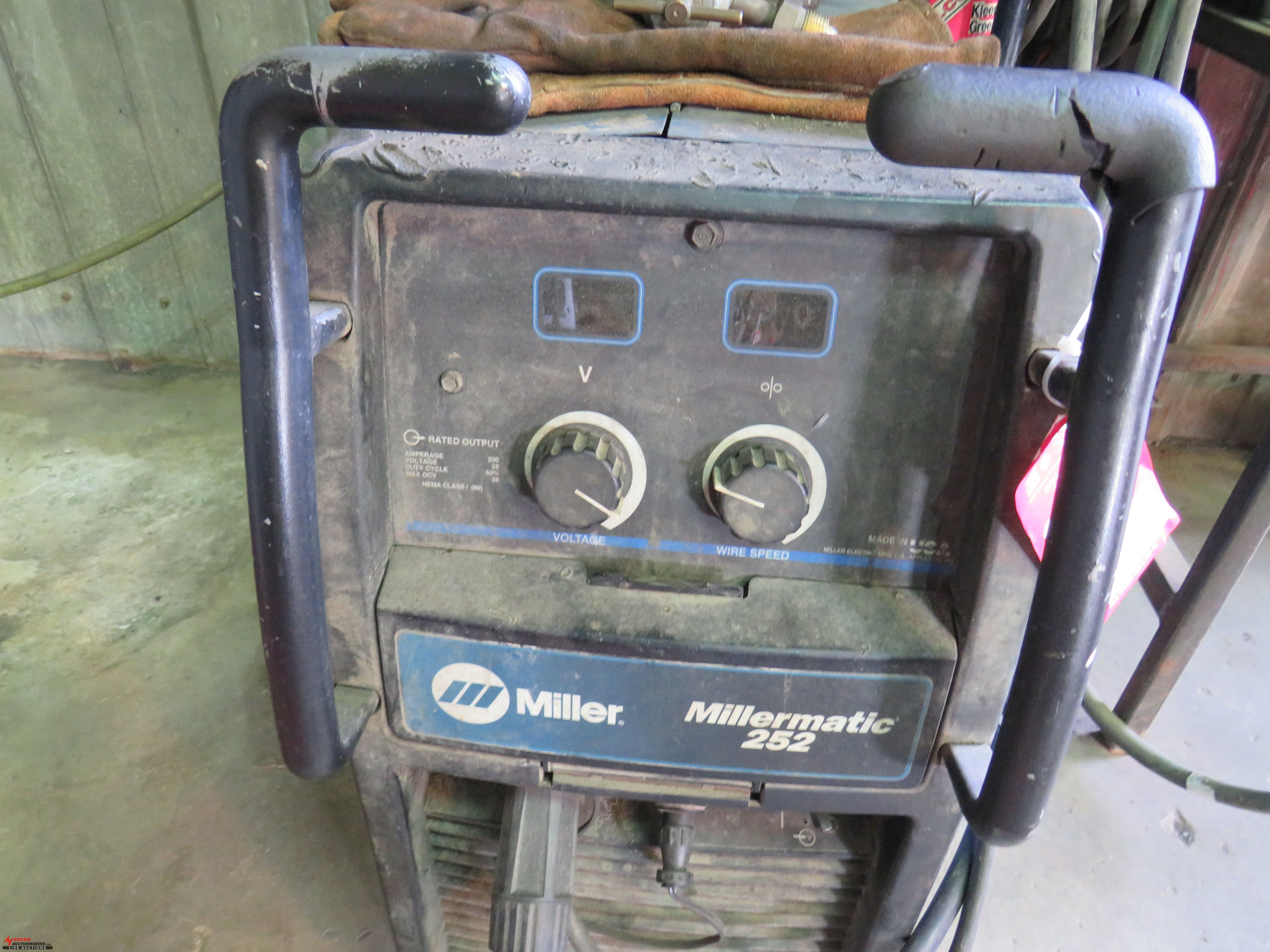 Lot 38 - MILLER MILLERMATIC 252 WELDER, WIRE FEED, TANKS ARE NOT INCLUDED