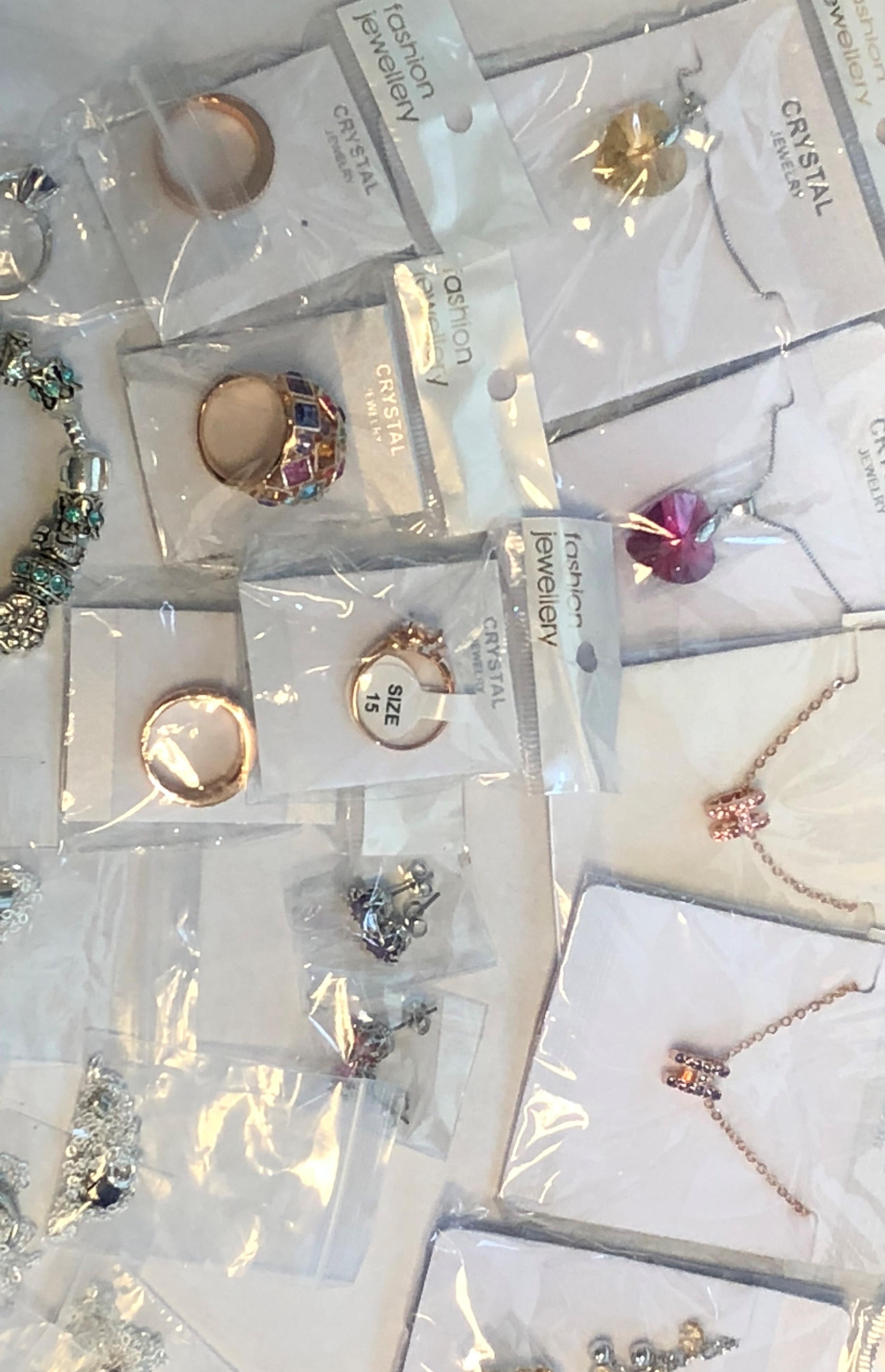 Lot 43 - 27 x mixed Fashion Jewellery