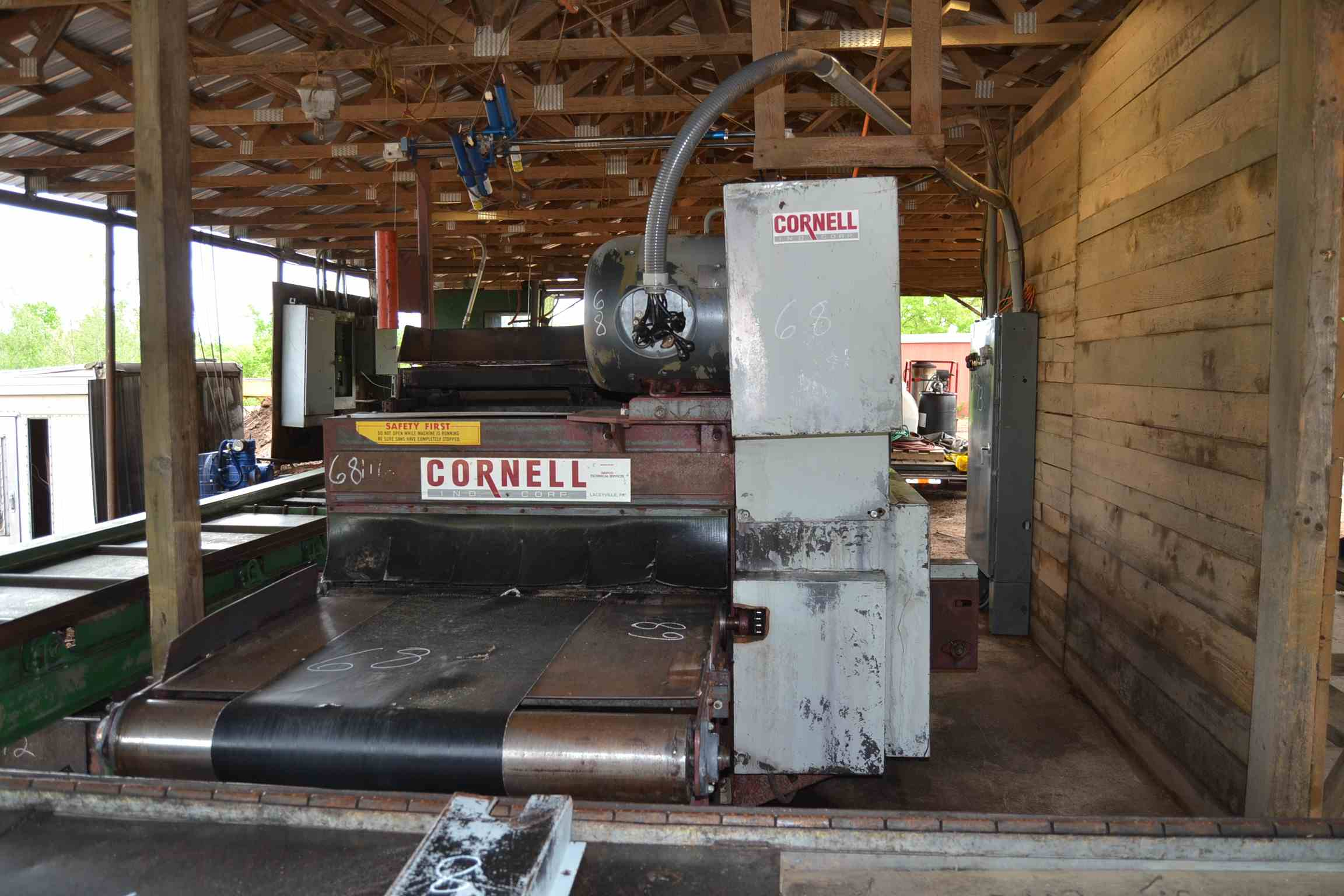 Lot 68 - CORNELL 648 GANG EDGER W/STRAIGHT EDGE; W/CROWDER; W/4' OUTFEED; W/75 HP MOTOR; W/CONTROLS; S/N-