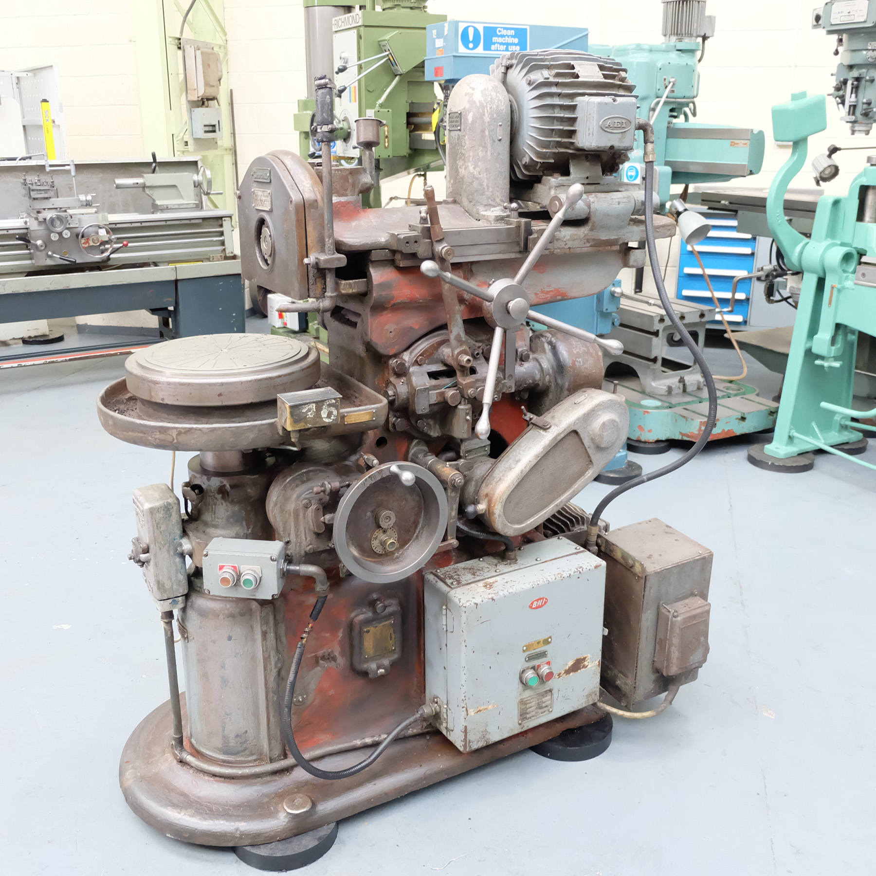 """Churchill Horizontal Spindle Tool Room Ring Grinding Machine. 12"""" Rotary Magnetic Table. - Image 2 of 5"""