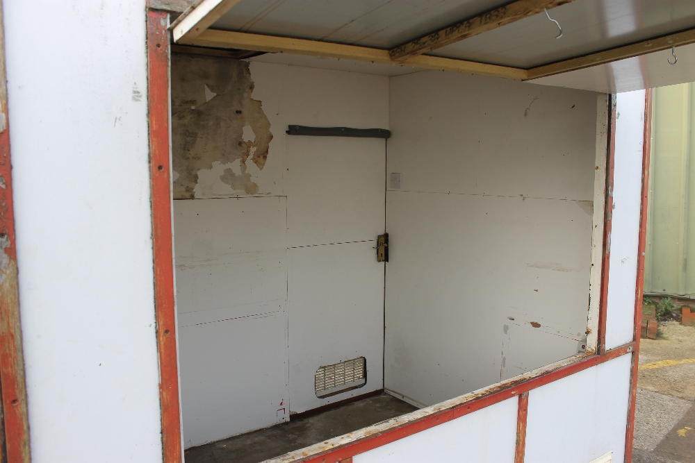 """Lot 6 - Small Starter Catering Trailer 7ft x 5ft Metal Construction - NO VAT This unit is available as a """""""