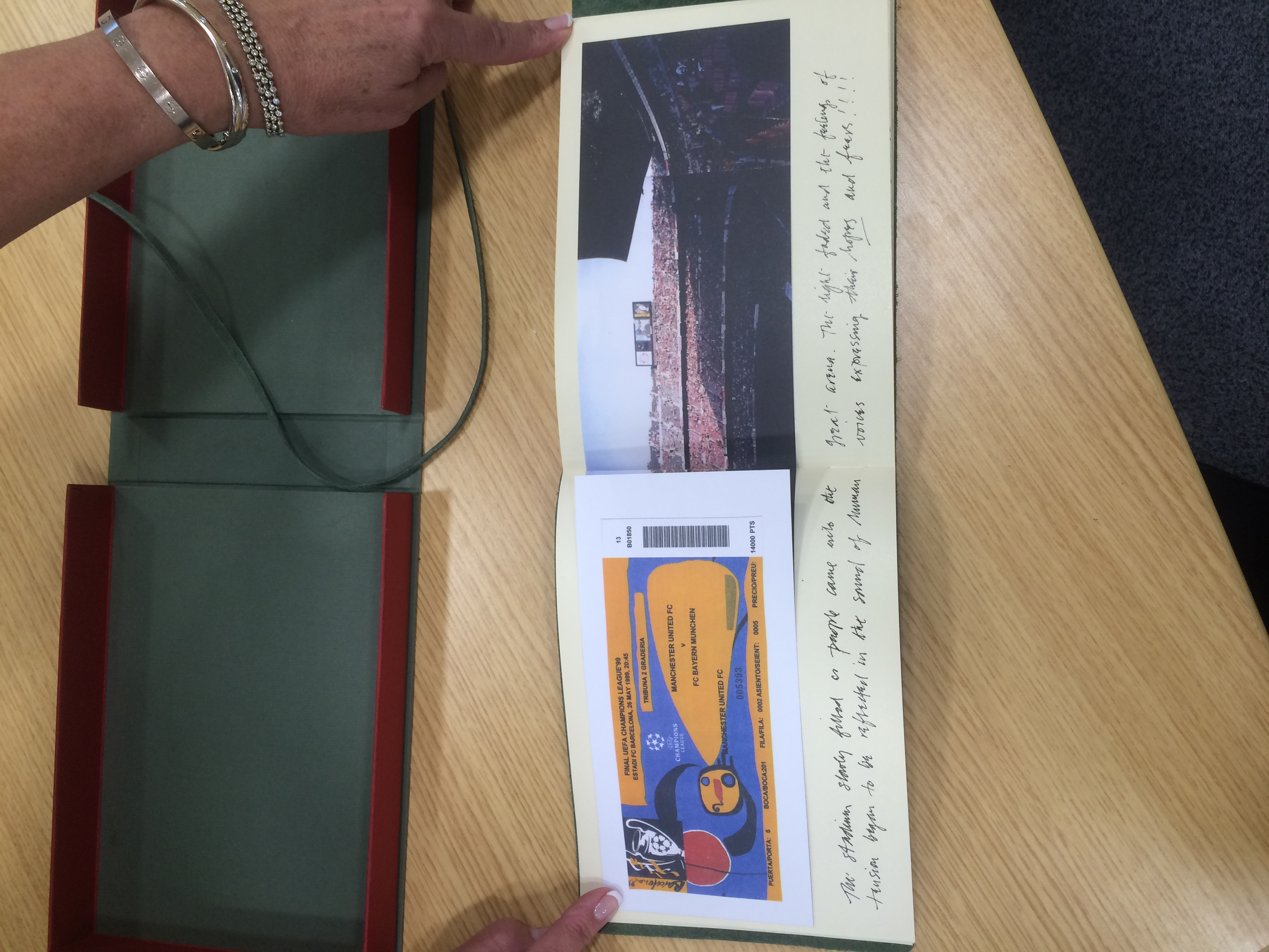 Lot 1a - SIR ALEX FERGUSON PERSONALLY DONATES MAGNIFICENT SKETCH BOOK BY HAROLD RILEY BOTH HAVE SIGNED IT TOO