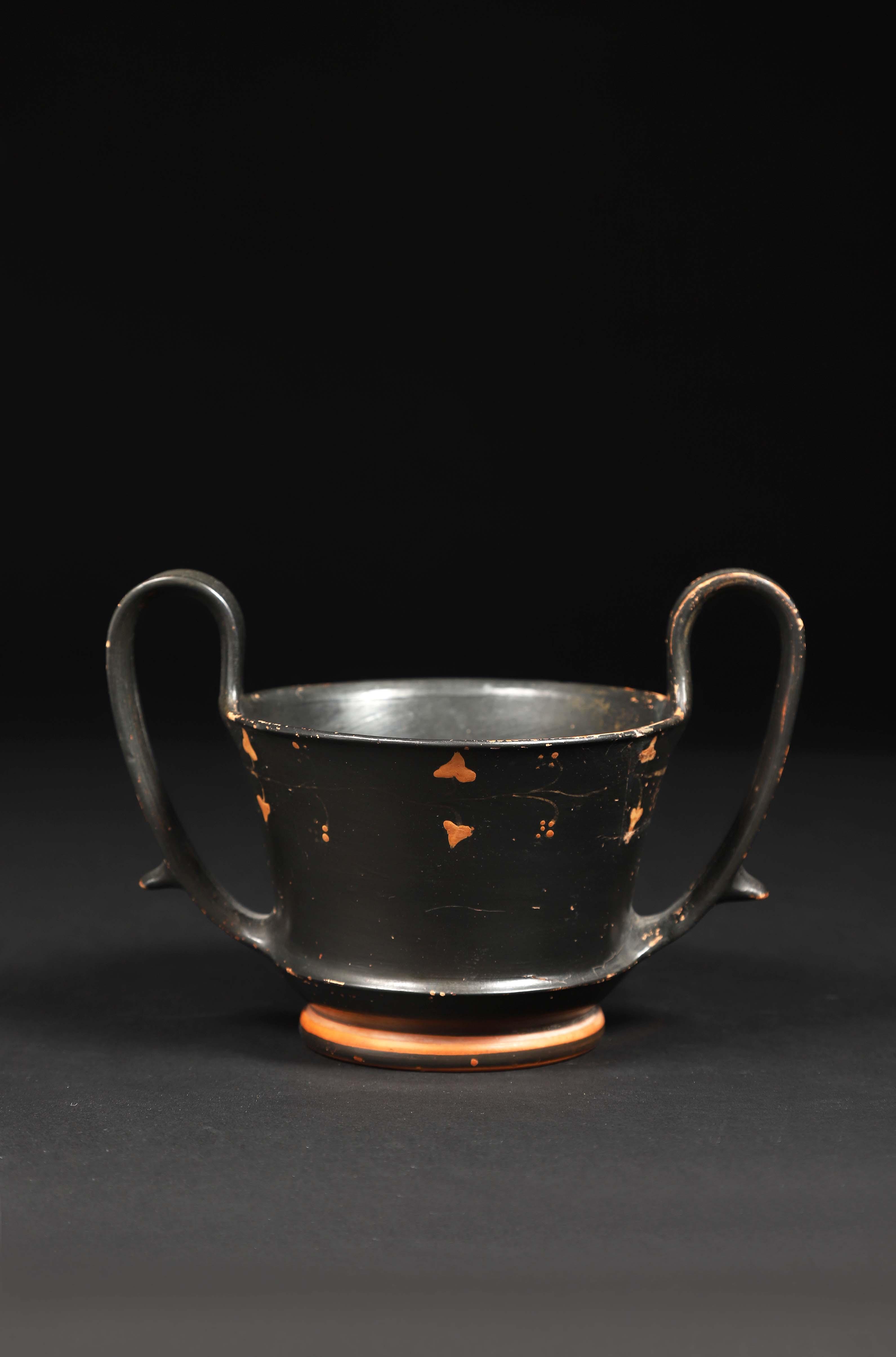 Los 7 - Canthare Céramique vernissée noire Décor en réserve de feuilles de vigne Art [...]