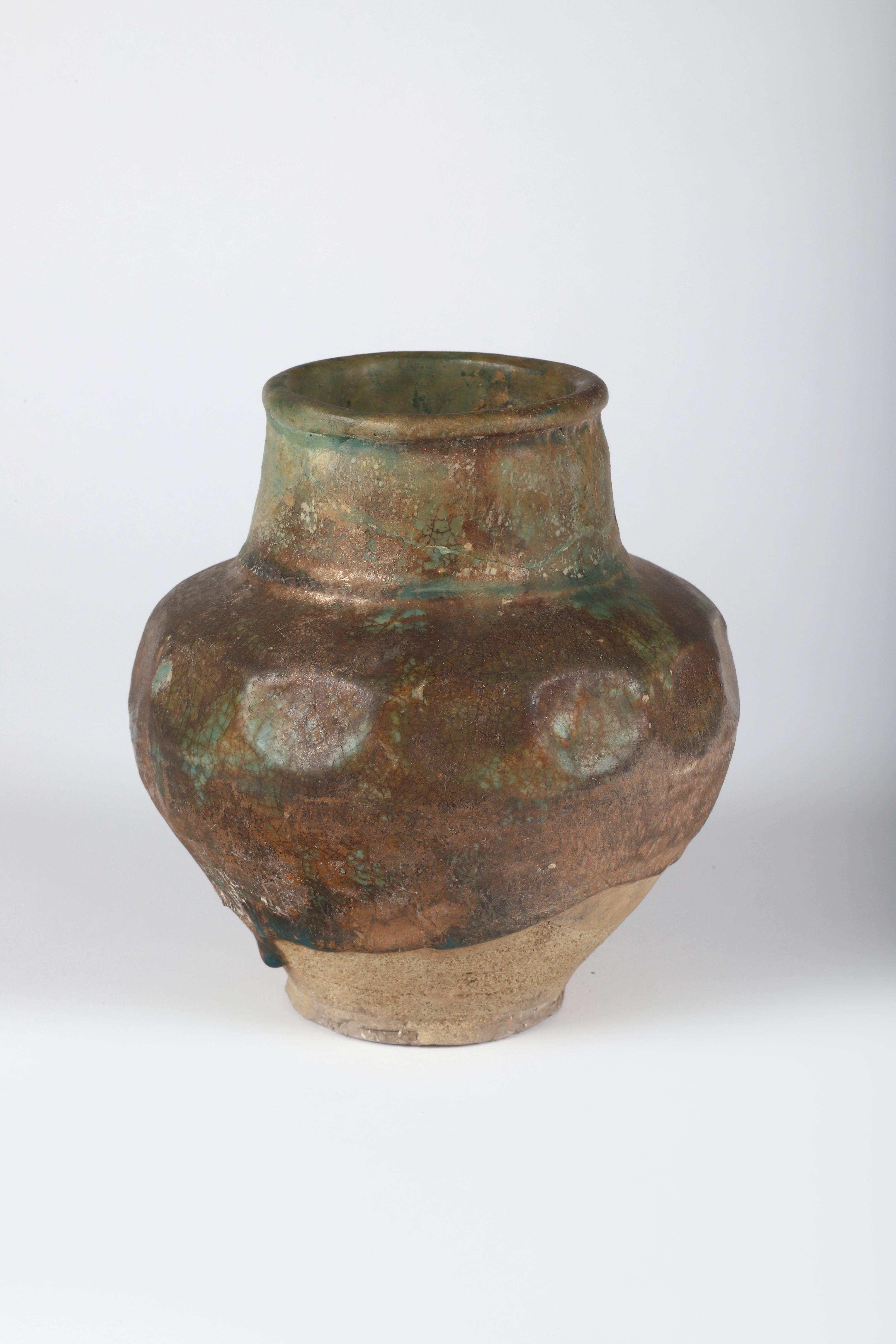 Los 30 - Vase globulaire La partie supérieure de la panse facettée, surmontée d'un col [...]