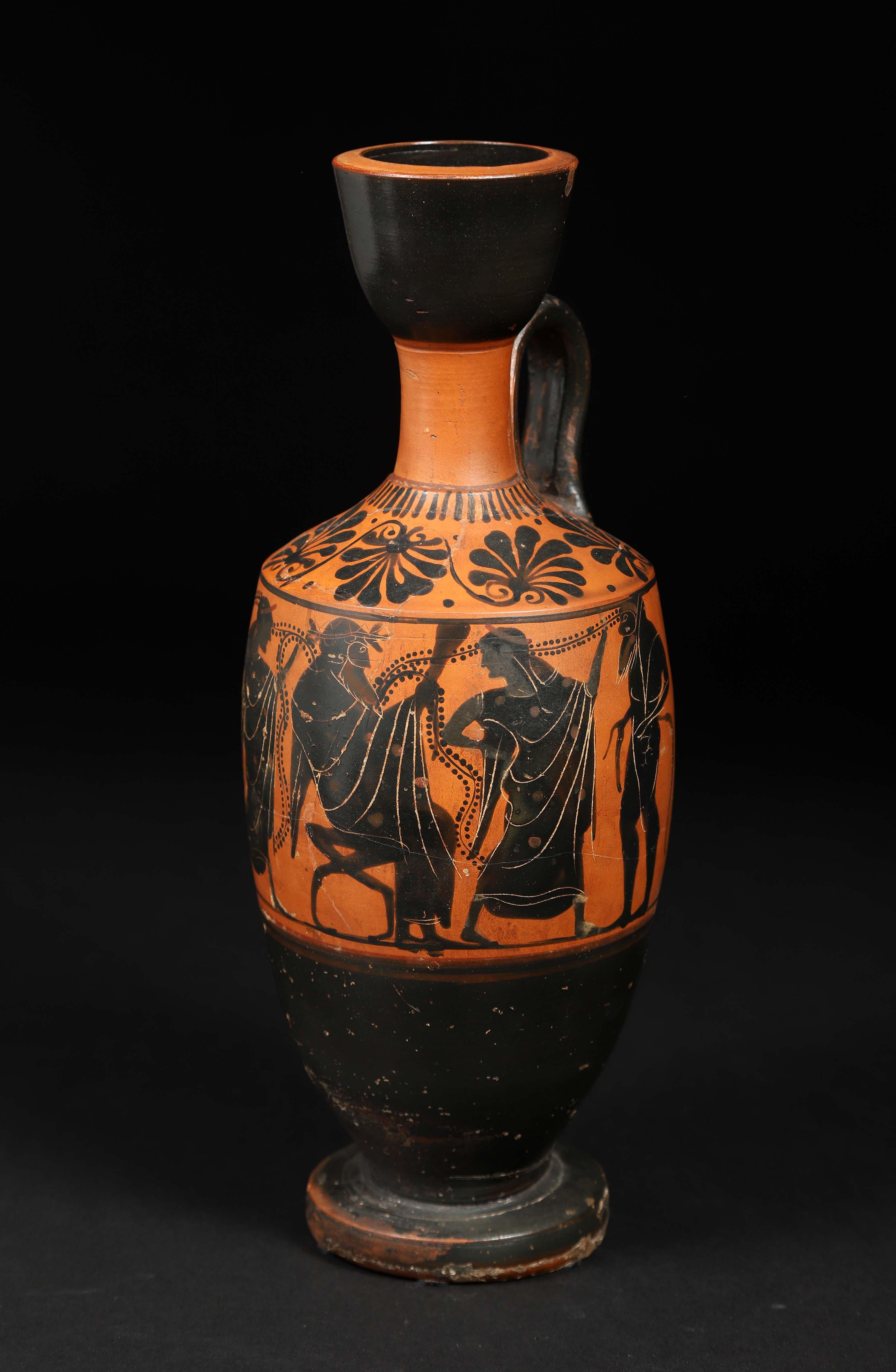 Los 6 - Lécythe A décor d'un cortège dionysiaque sur la panse. Céramique à figures [...]