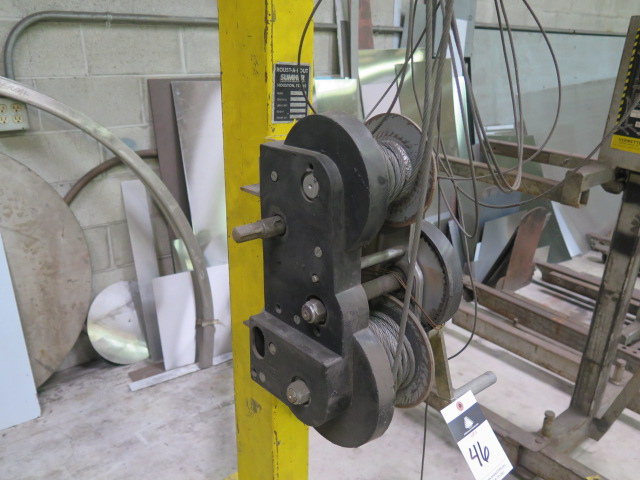 "Lot 46 - Sumner ""Roust-A-Bout"" mmdl. Z-250 119"" Manual Lift w/ 20' Height Extension"