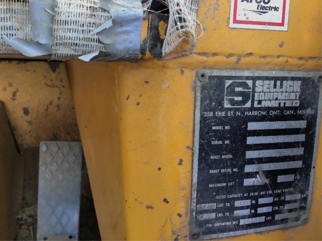 Lot 50 - Sellick 8000 Diesel Forklift sn 870406802 4spd St Trans, Cab, 16.9-24fr, 12-16.5rr