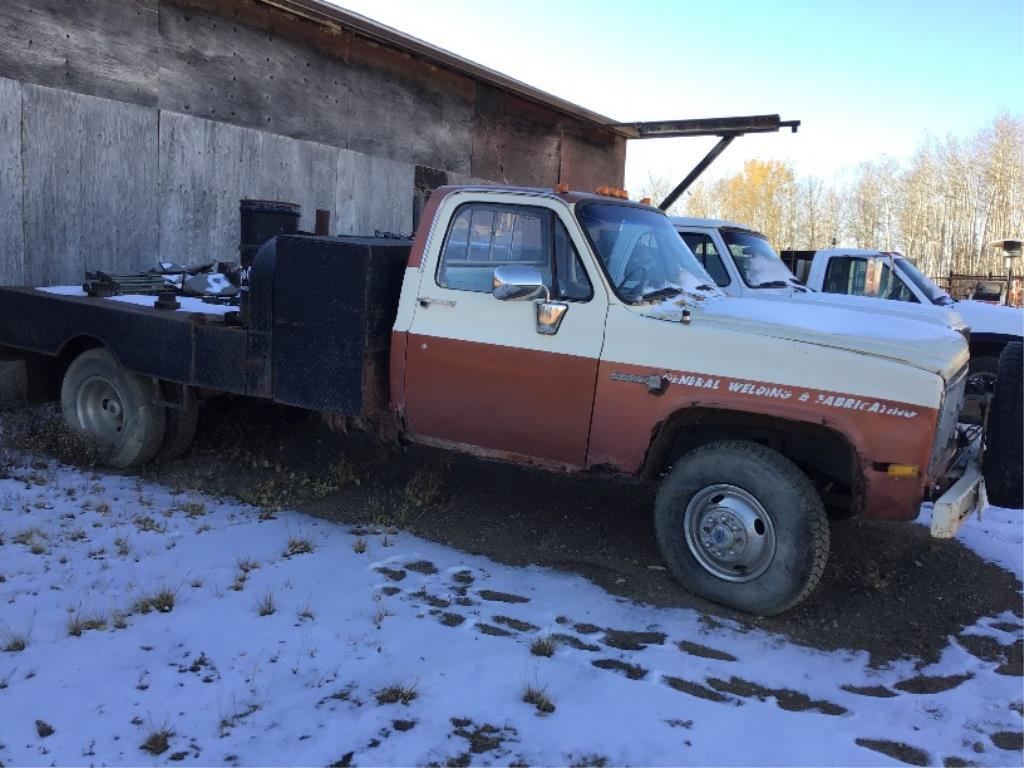 Lot 53 - 1981 GMC Sierra K3500 4X4 Welder Truck VIN 2GDHK34MXB1537814 350 Gas Eng, 4spd St Trans