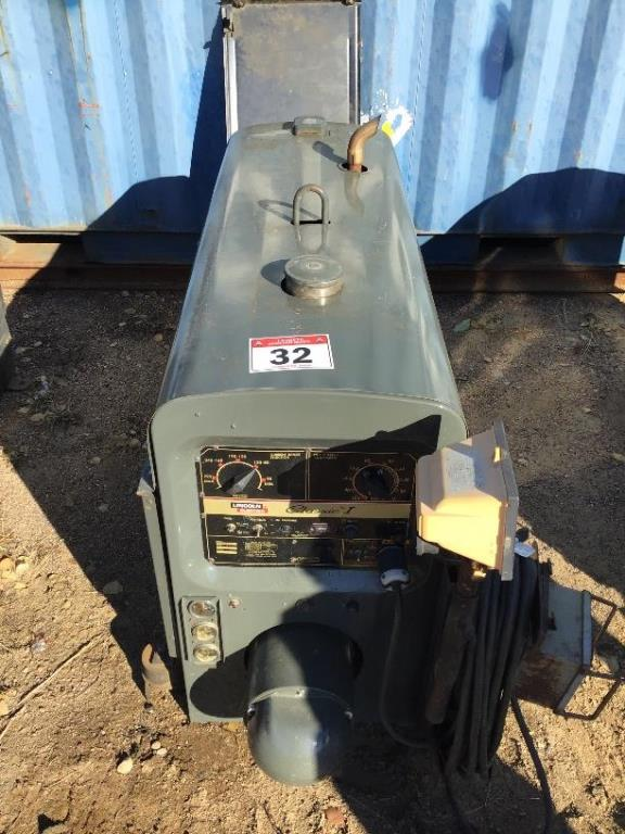 Lot 32 - Classic 1 Lincoln SA200 Gas Welder 9569hrs, sn C1980400517