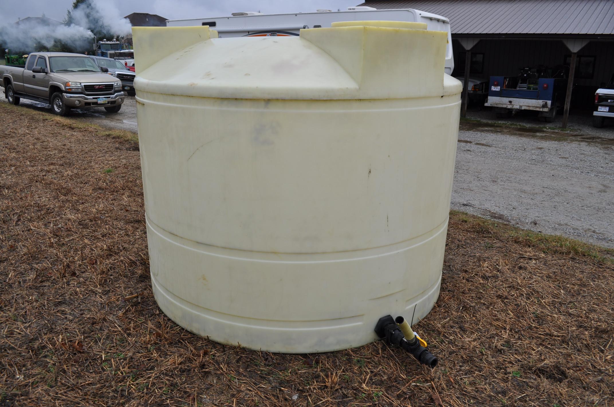 1500 gallon flat bottom poly tank - Image 3 of 4